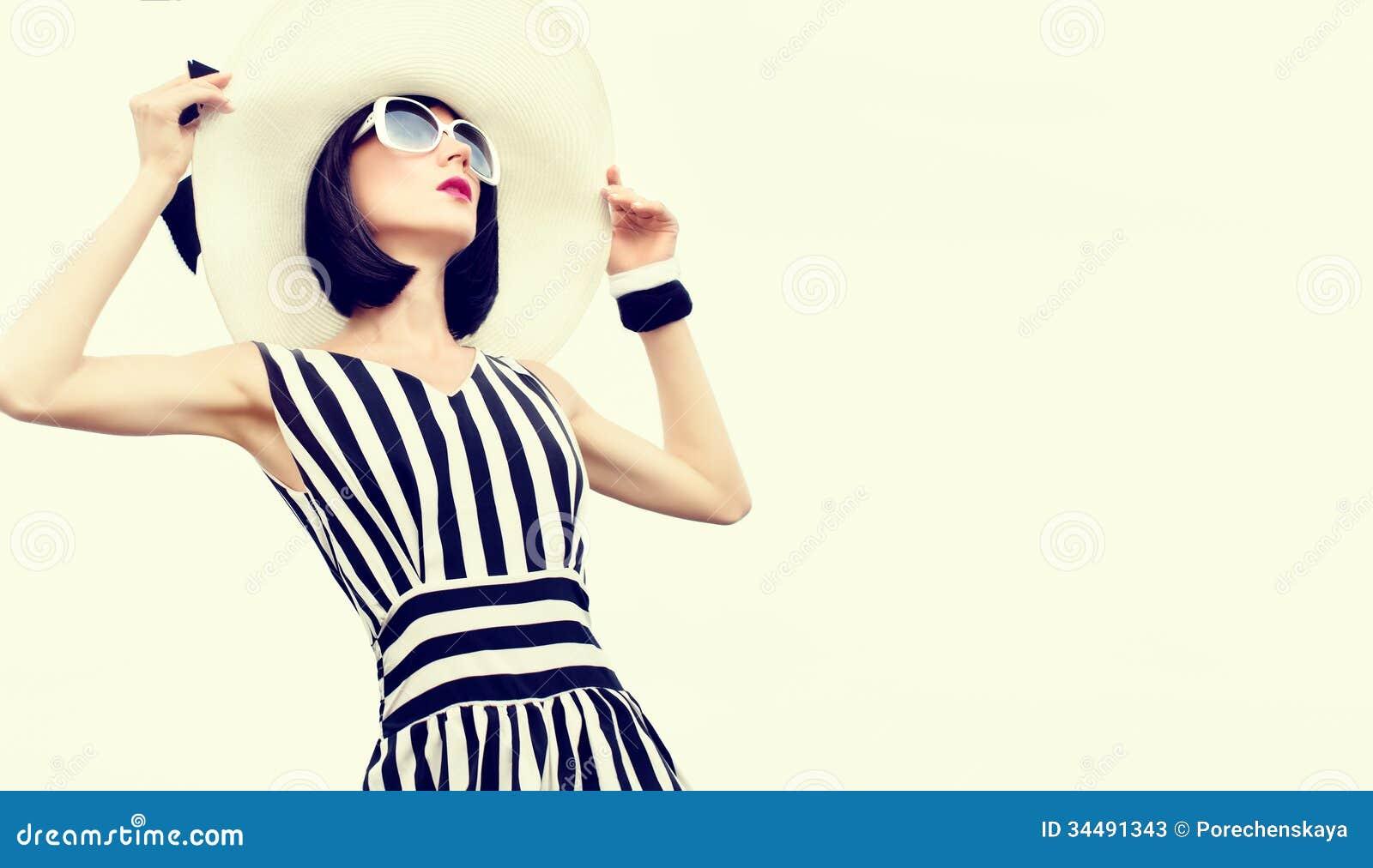 Mujer sensual de la moda el vacaciones
