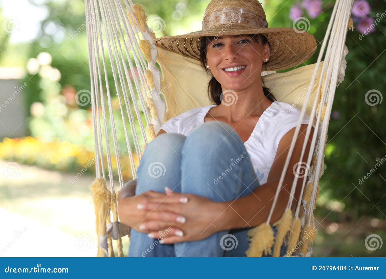 Mujer Sentada En Una Hamaca Foto de archivo - Imagen de relaxing ...