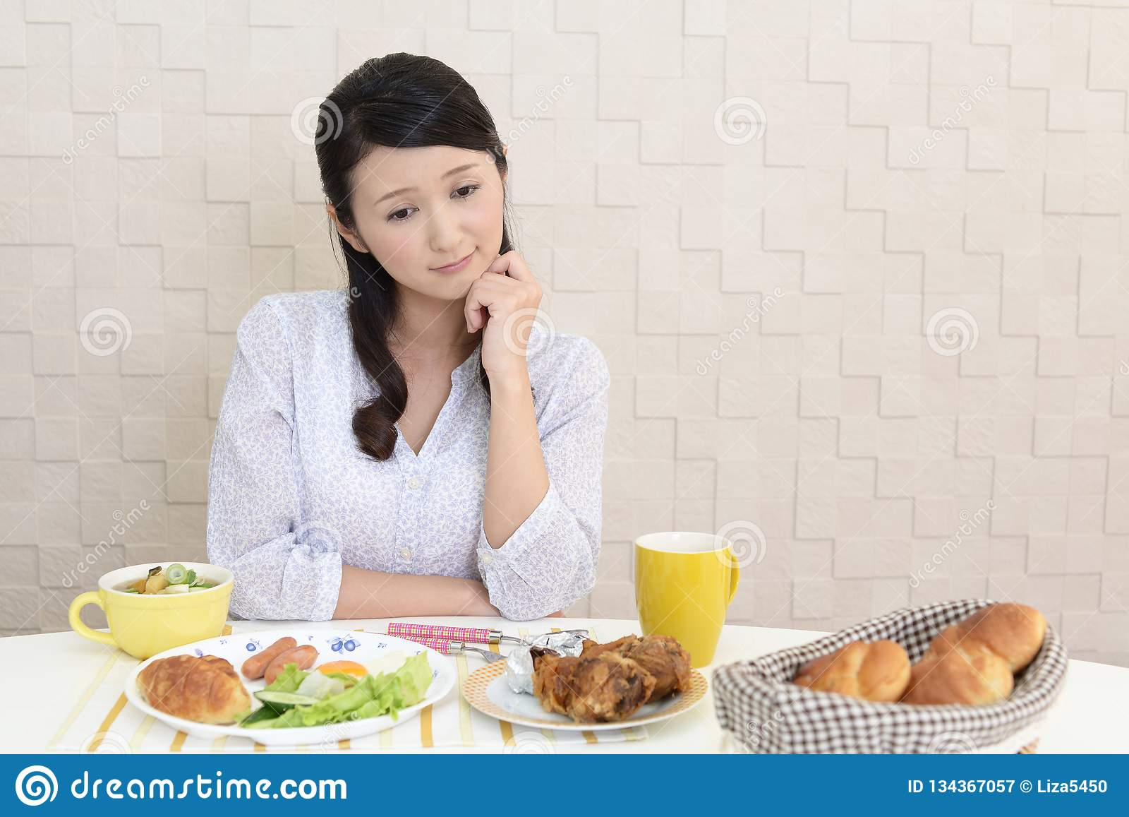 Mujer sin apetito