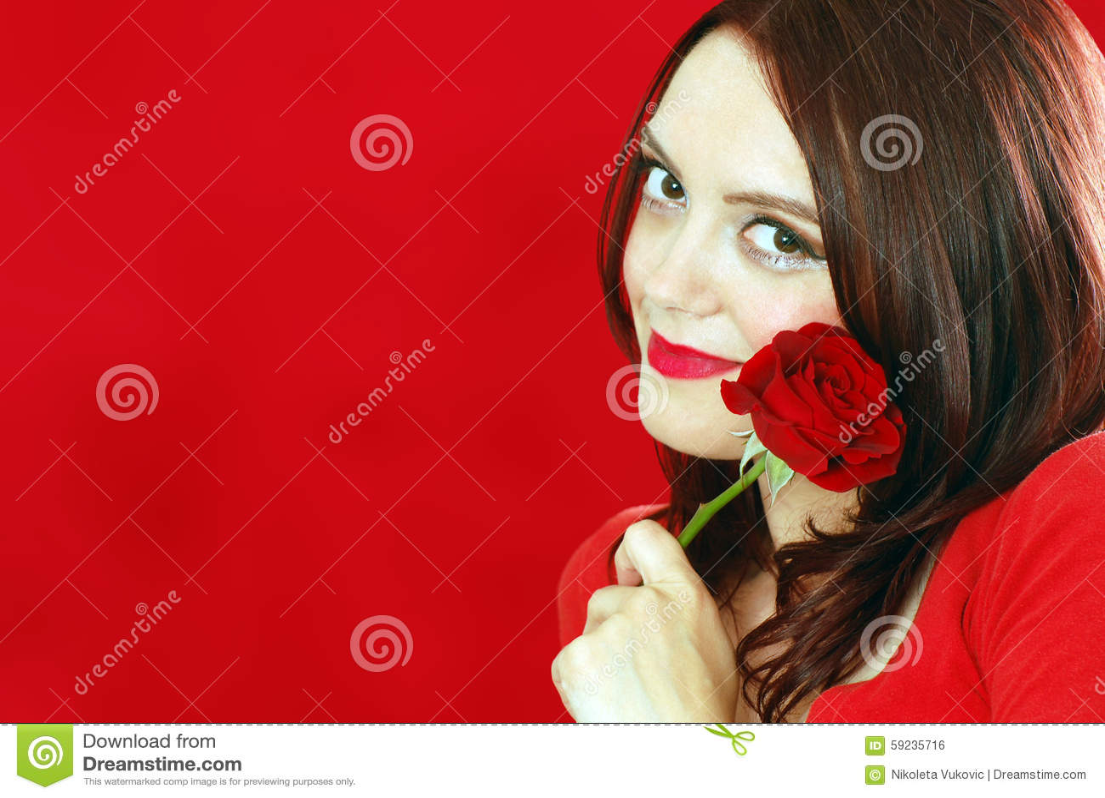 Download Mujer Sonriente Con La Rosa Del Rojo Foto de archivo - Imagen de valentines, joven: 59235716
