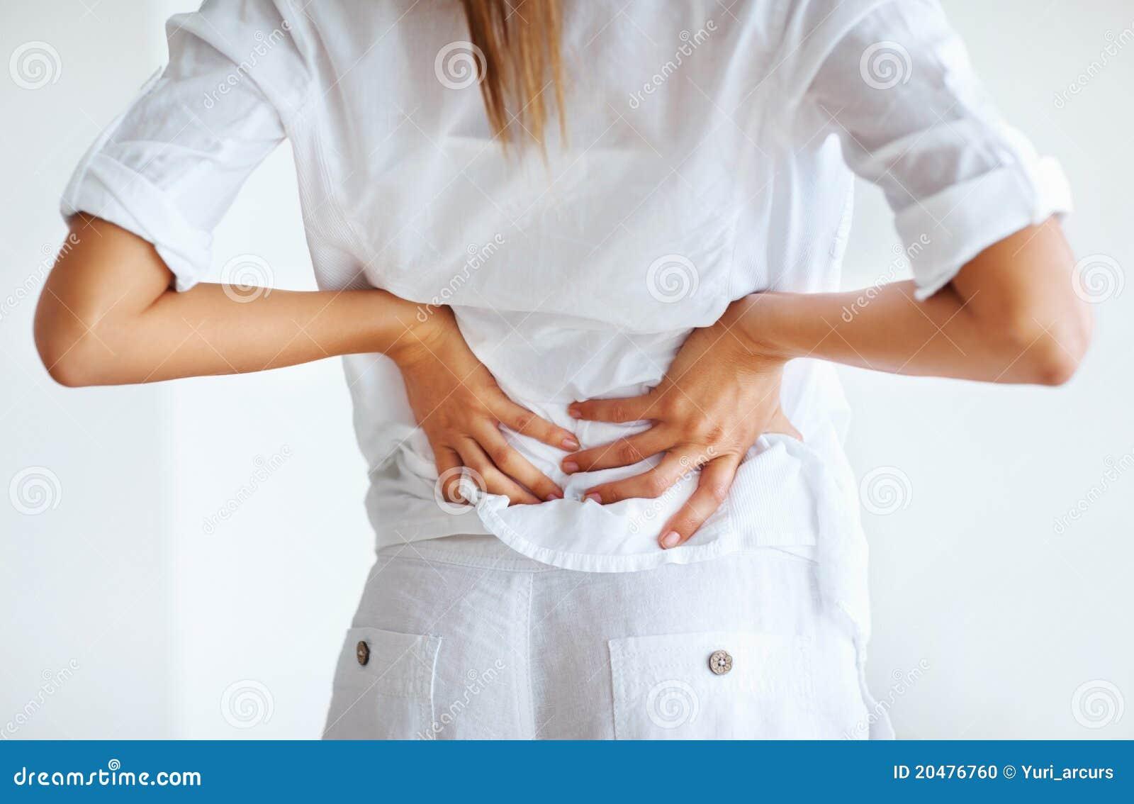 Mujer Tensionada Con Dolor De Espalda Foto de archivo..