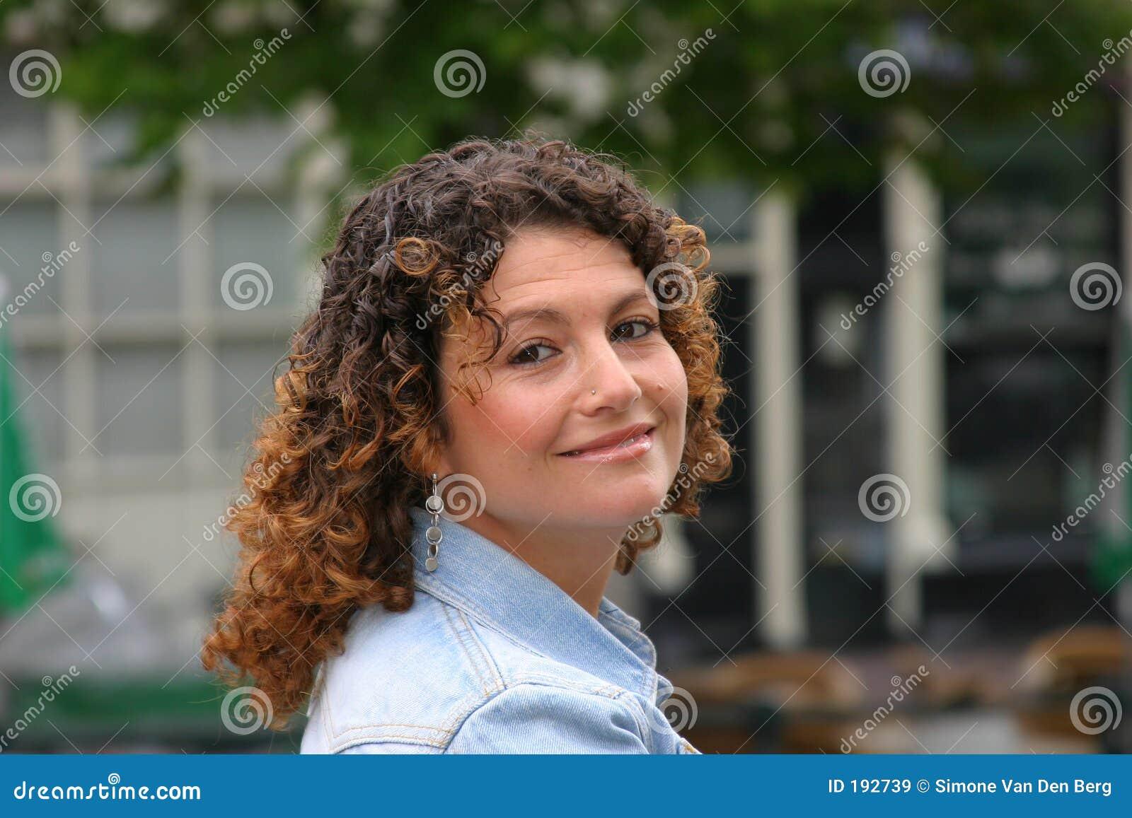 Mujer tunecina feliz