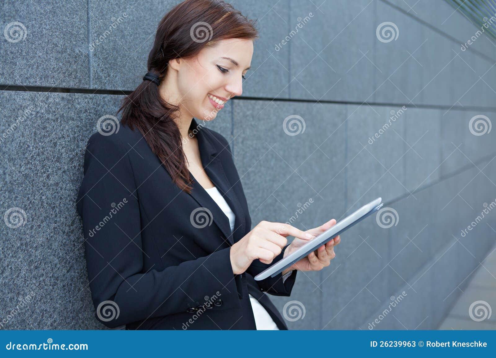 Mujer que usa la imagen de vibrador