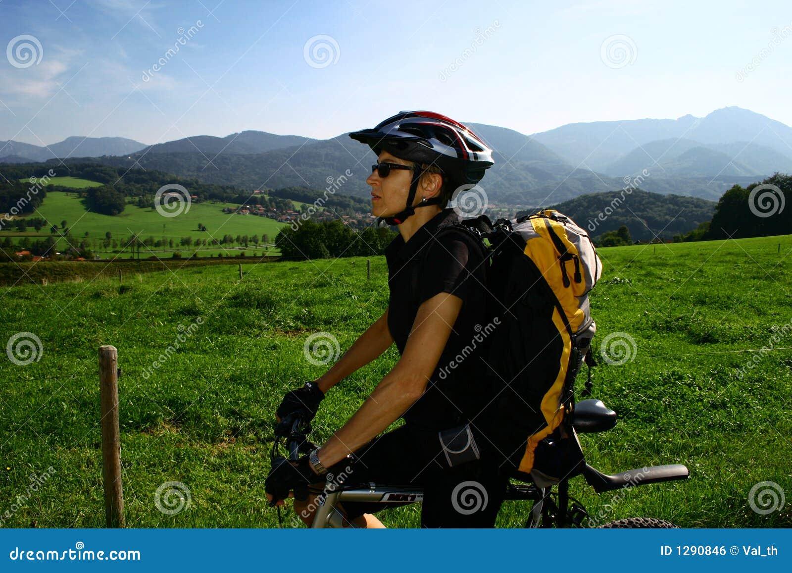 Mujer y bici