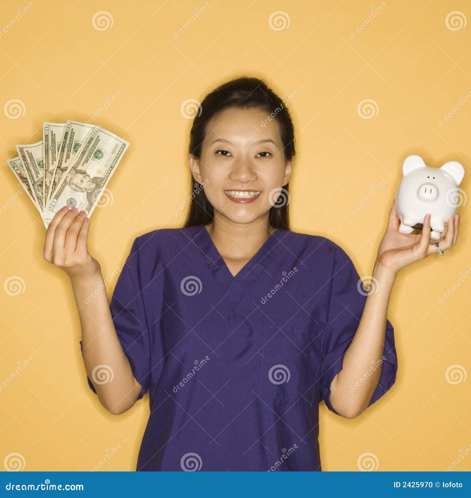 Mujer y dinero.