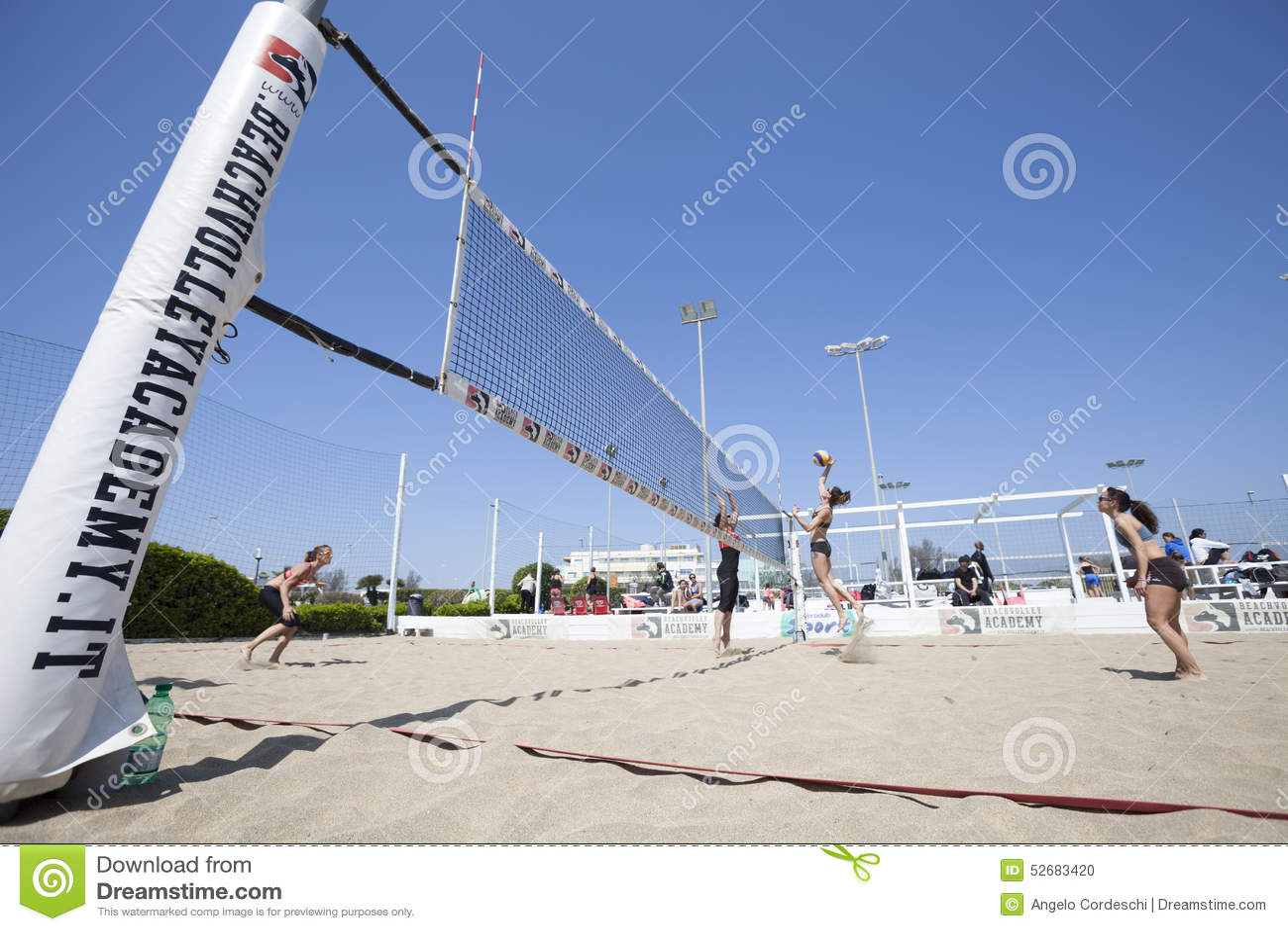 Mujeres Del Torneo Del Voleibol De Playa Ubicación: Ostia, Roma ...