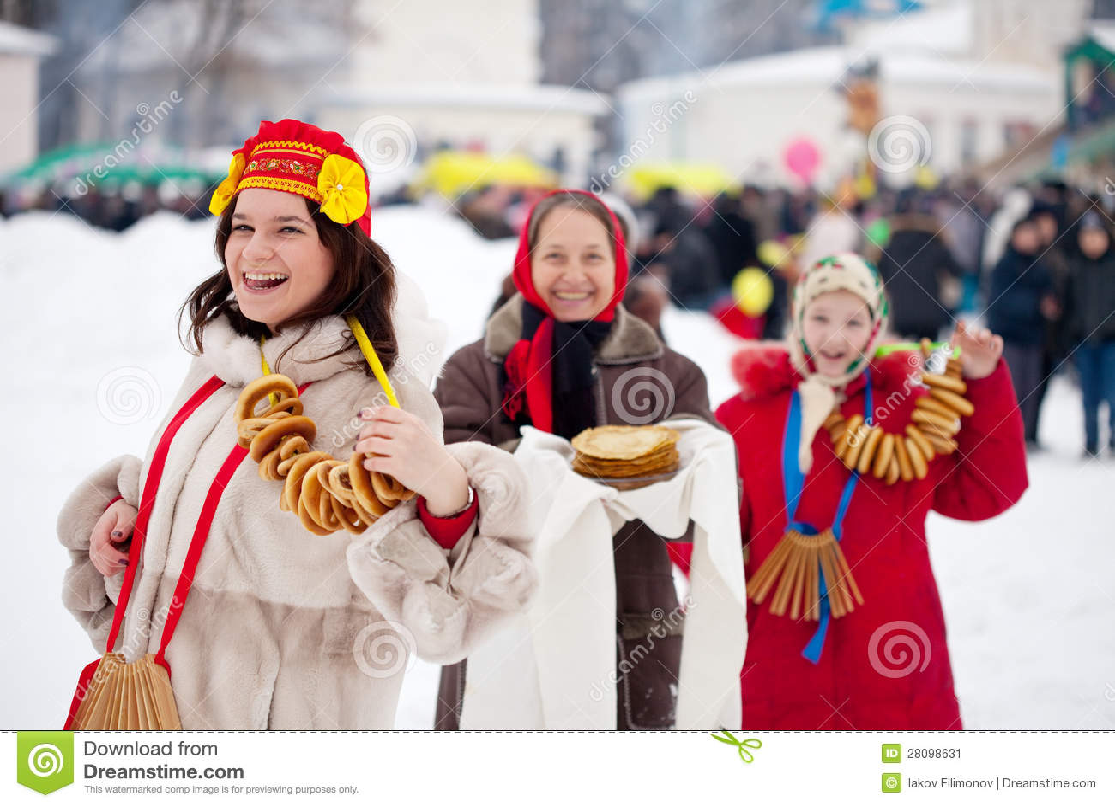Mujeres durante el festival de Maslenitsa en Rusia