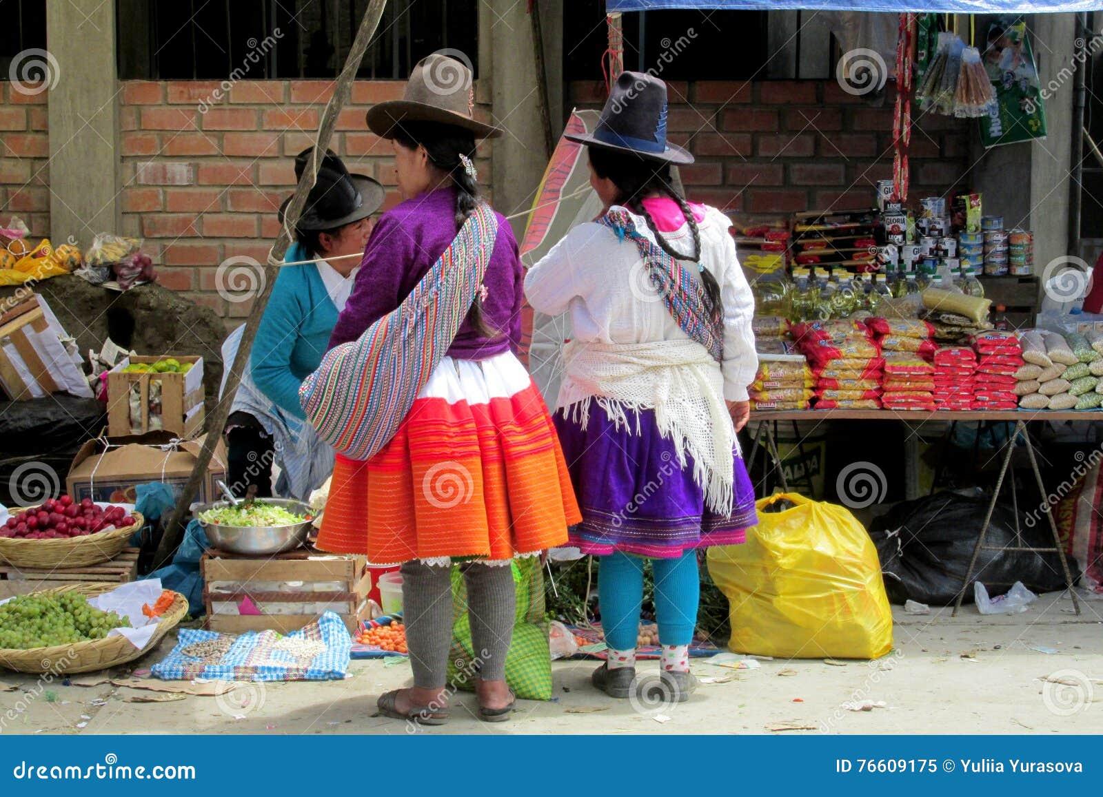 Mujeres En Bolivia Y Ropa Y Sombreros Tradicionales De Perú Imagen ... f0225c5e407