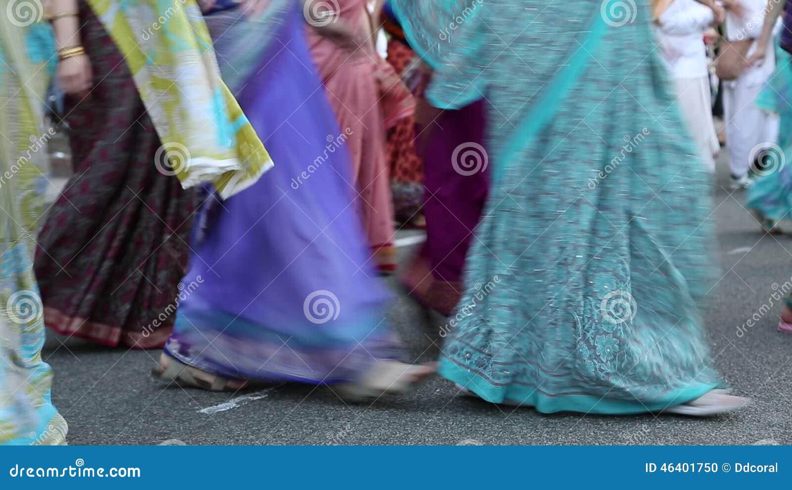 Mujeres En El Mantra Tradicional Hindú De Krishna De Los Trajes, Del ...