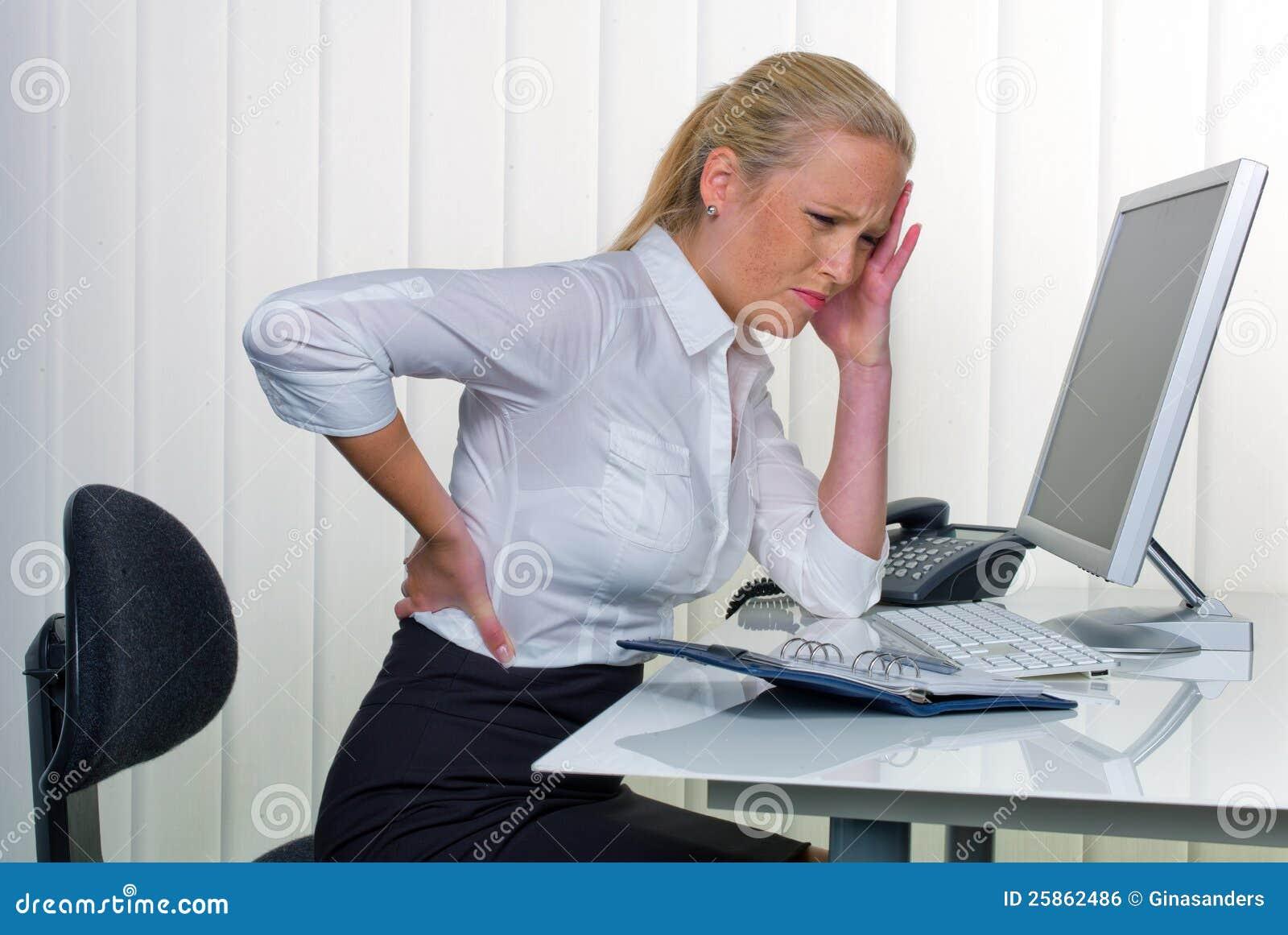 Mujeres en la oficina con dolor de espalda imagen de for Xxx porno en la oficina