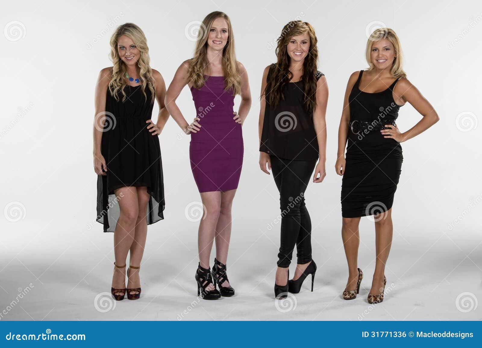 4 Mujeres Hermosas Presentan Juntas Foto De Archivo Imagen