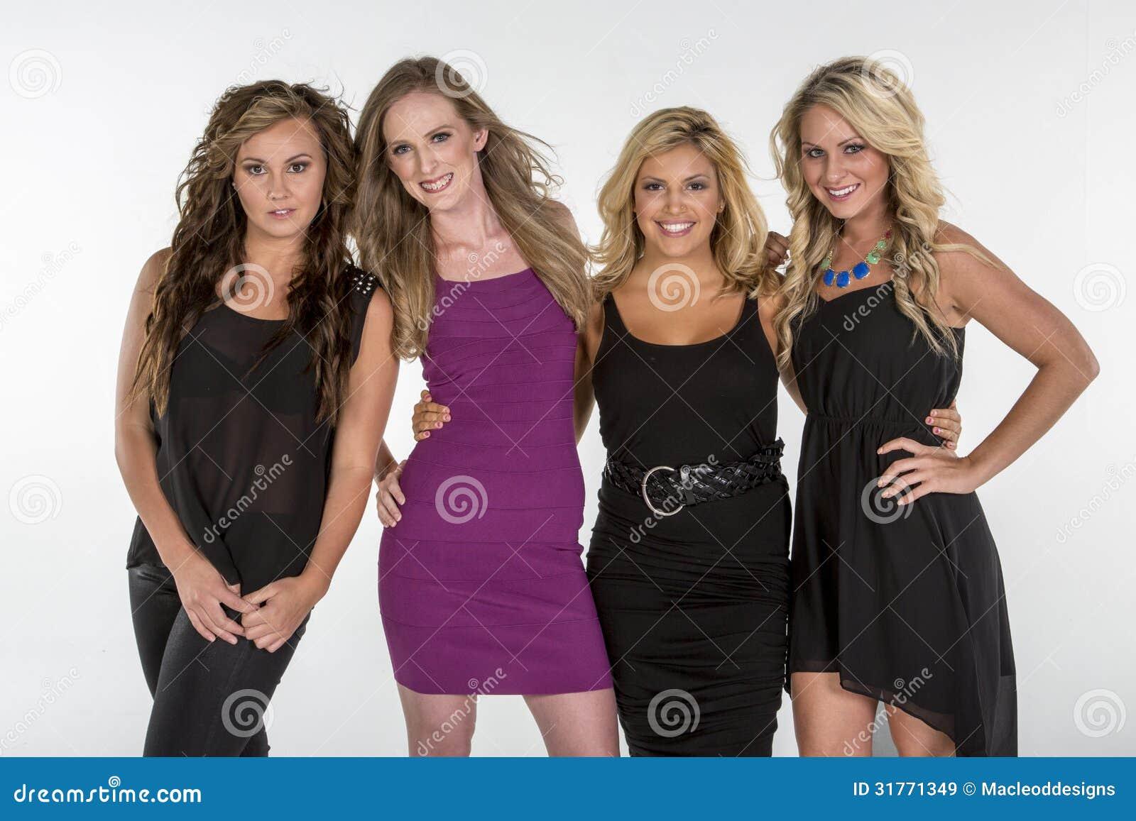 4 Mujeres Hermosas Presentan Juntas Imagen De Archivo