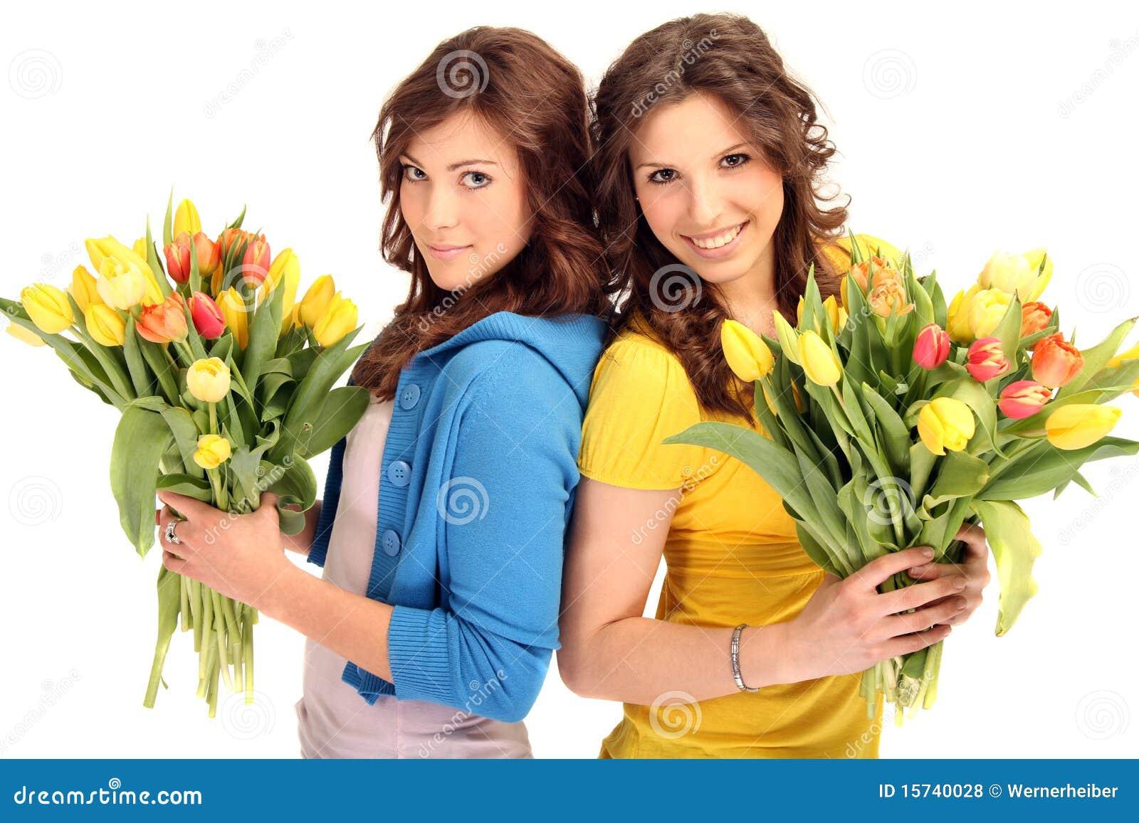 Mujeres Jovenes Con Las Flores Foto De Archivo Imagen De Joven
