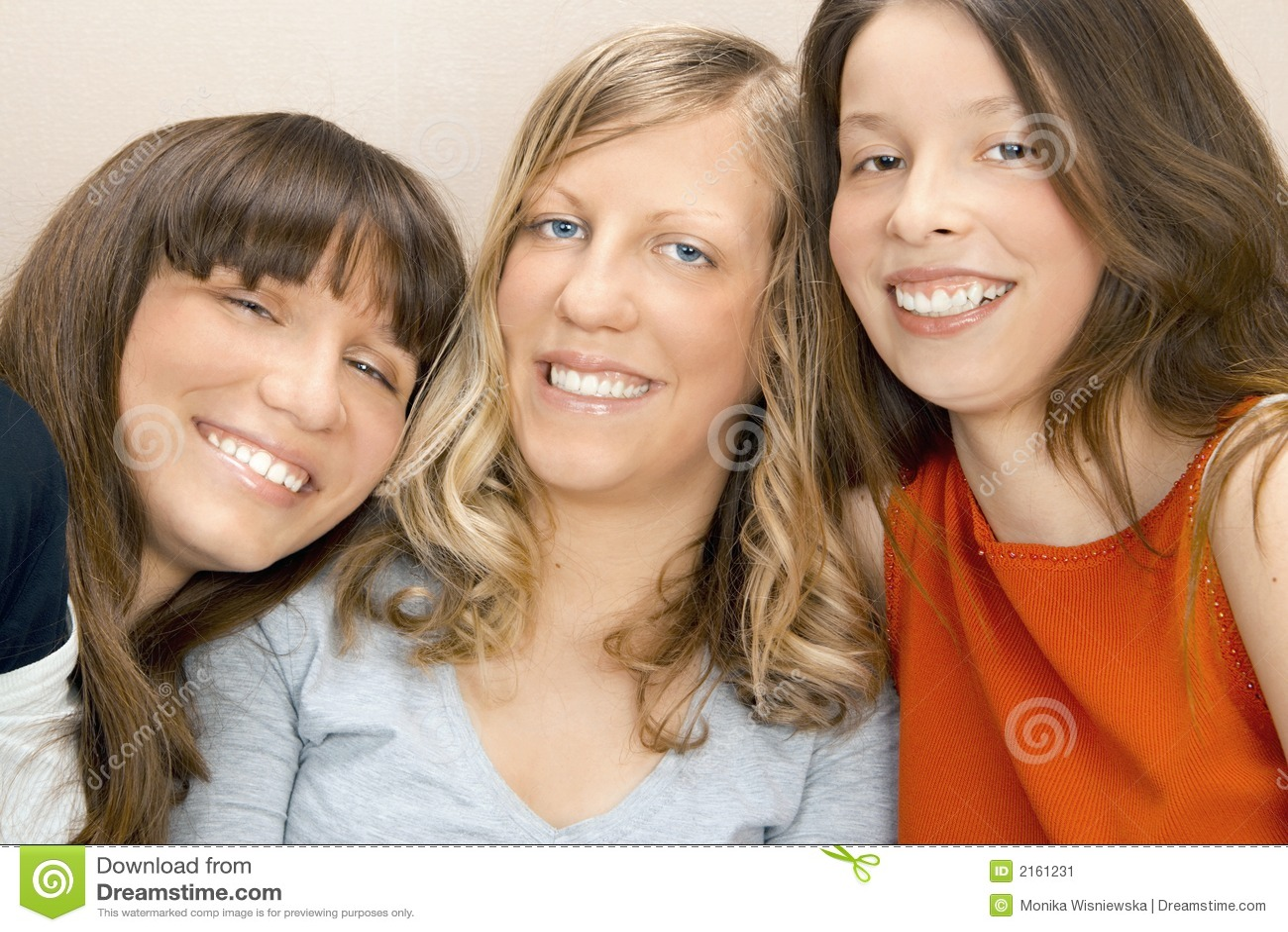 Mujeres jovenes felices