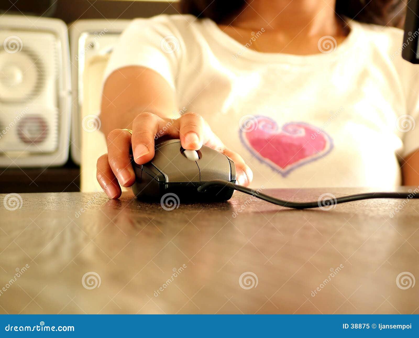 Download Mujeres Que Trabajan En El Ordenador Imagen de archivo - Imagen de tecnología, funcionamiento: 38875