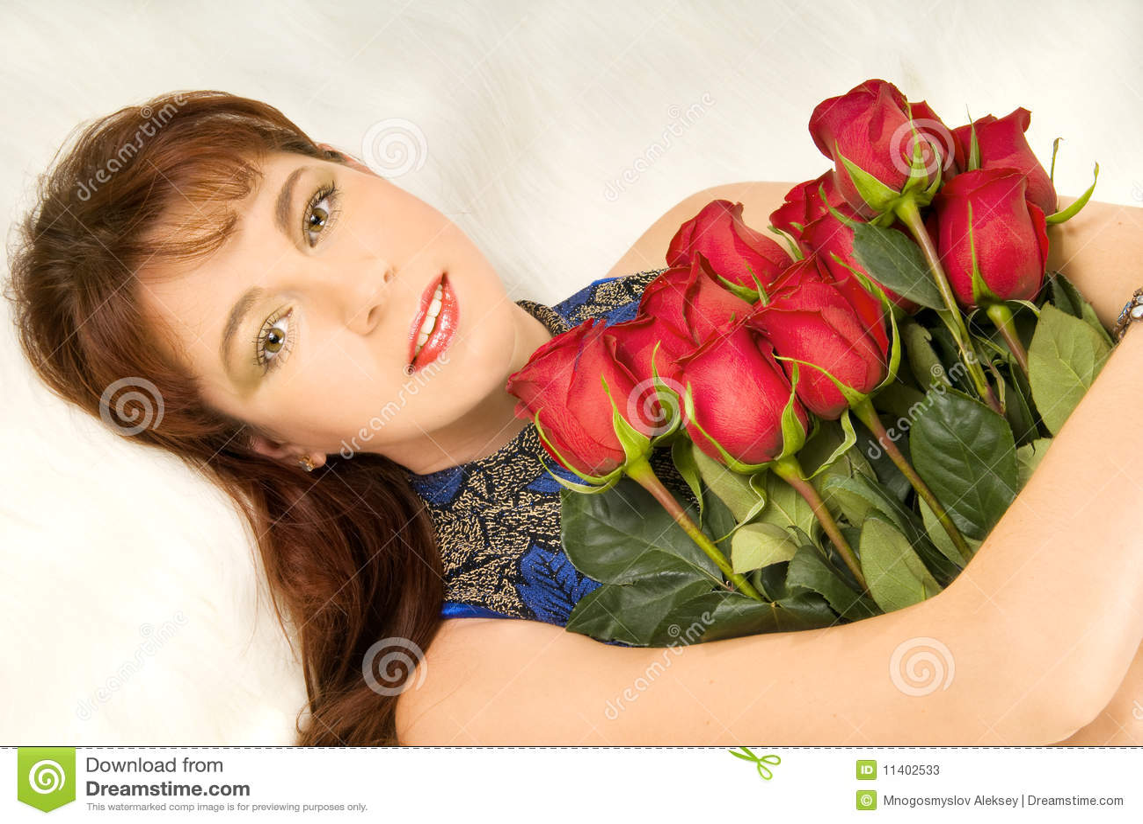 Mujeres y rosas