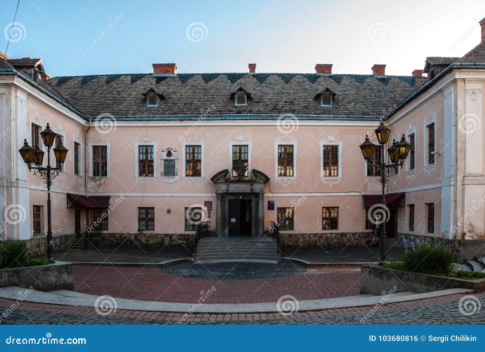 Mukacheve, Ukraine - 8. Mai 2015: Palast der Prinzen von Rakotsi-` ` des Weißen Hauses