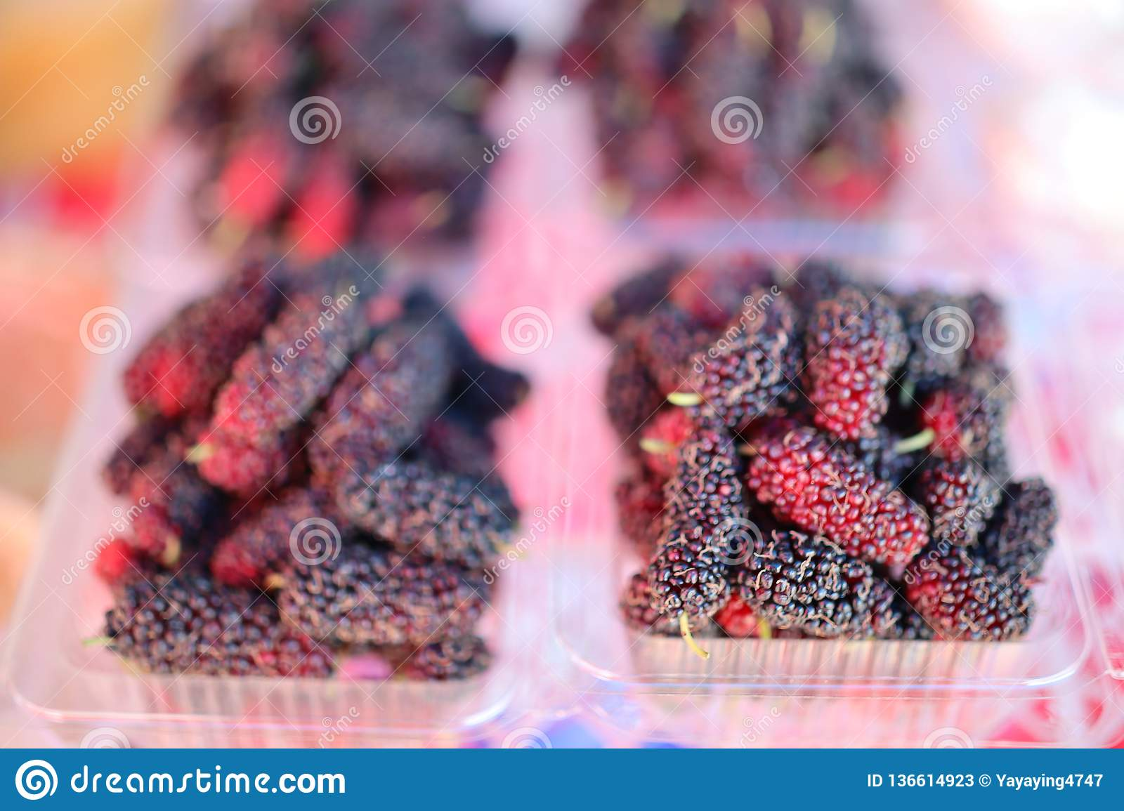 Mulberry fruit contains a lot of vitamin C. Sold in fruit shops