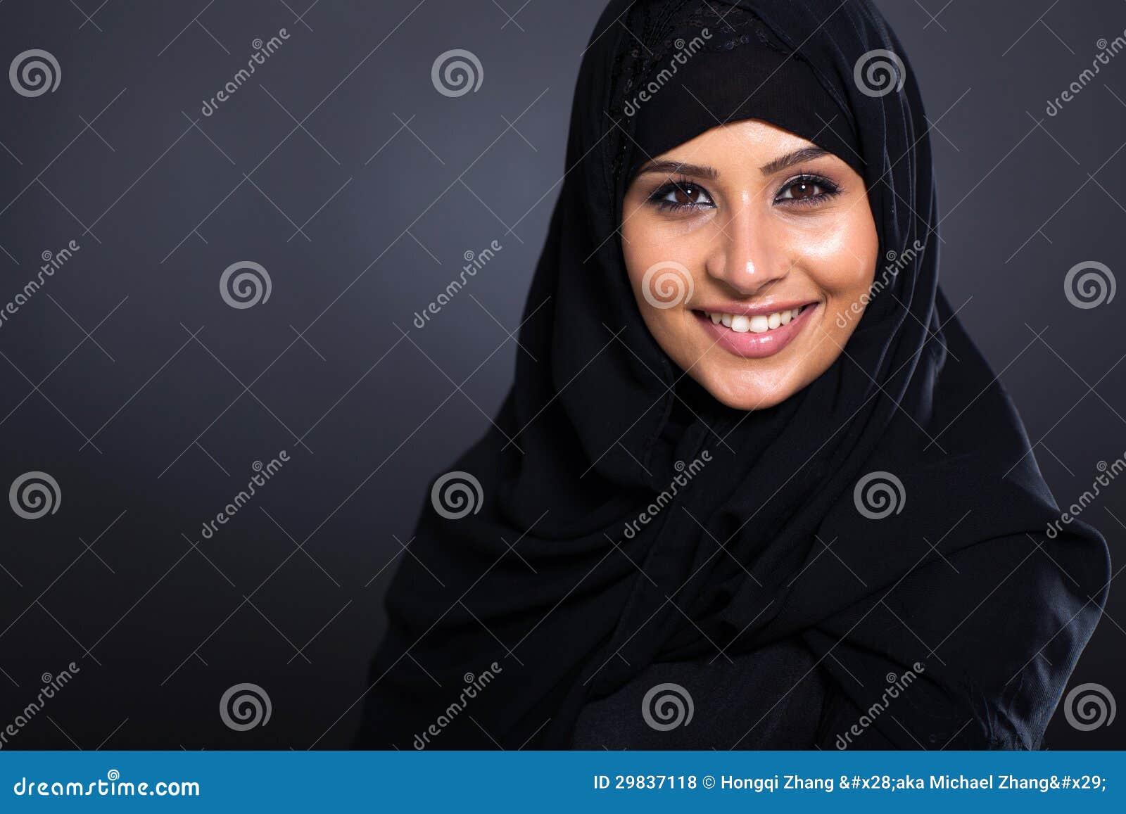 Mulher árabe de sorriso