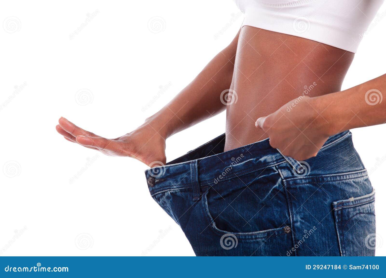 Download A Mulher Africana Nova Em Calças De Brim Velhas Arfa Após Peso Perdedor Foto de Stock - Imagem de preto, frouxo: 29247184
