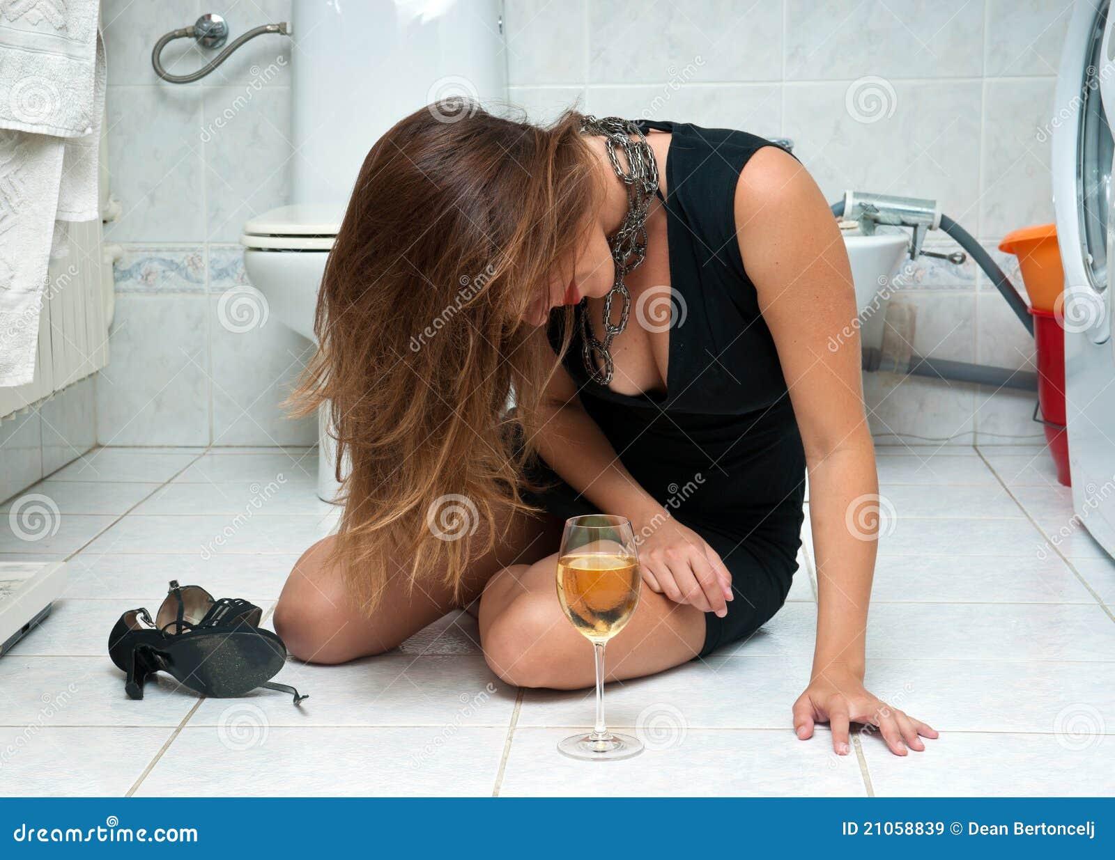 Mulher bebida atrativa com vinho