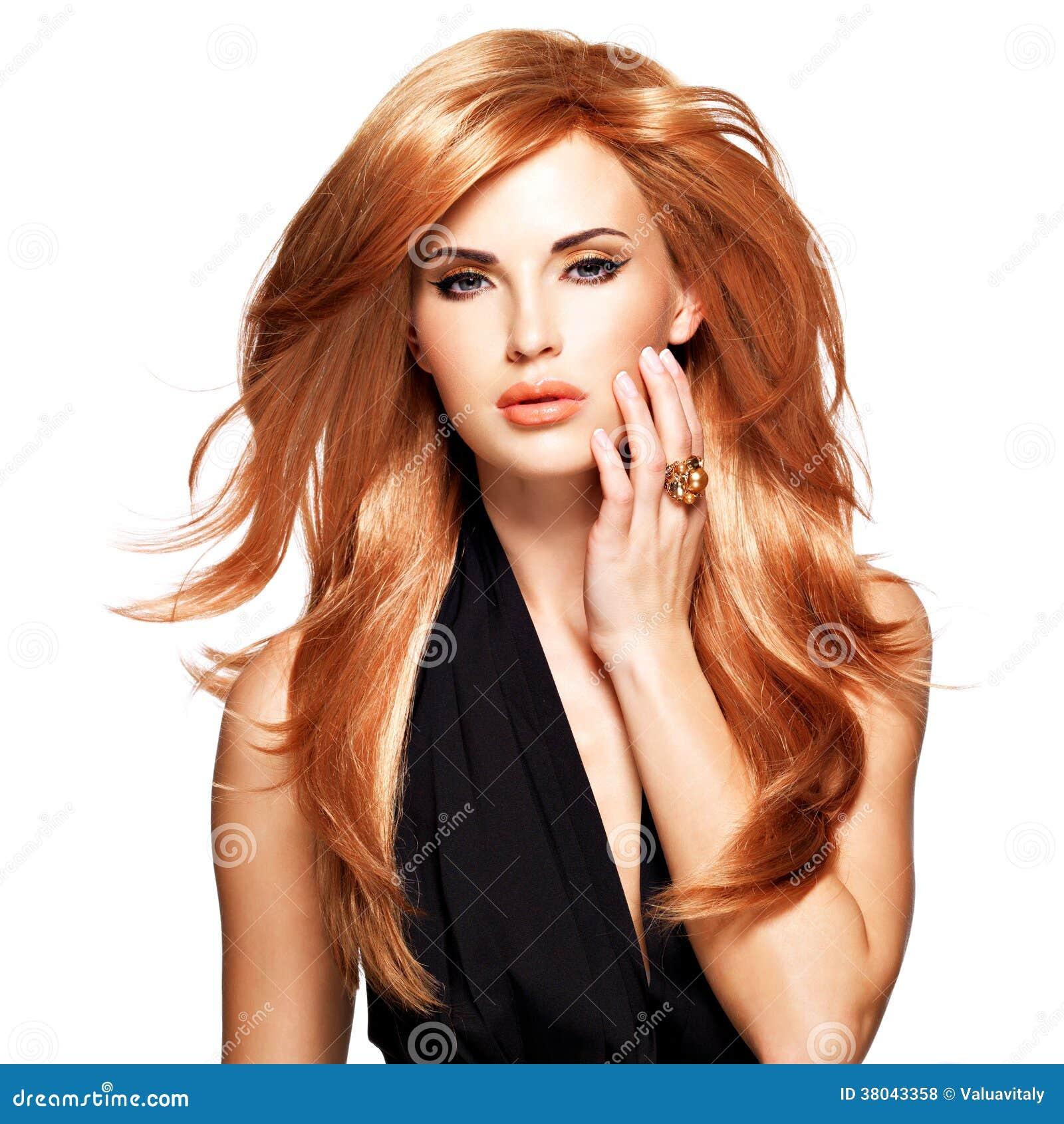 mulher-bonita-com-cabelo-vermelho-por-mu