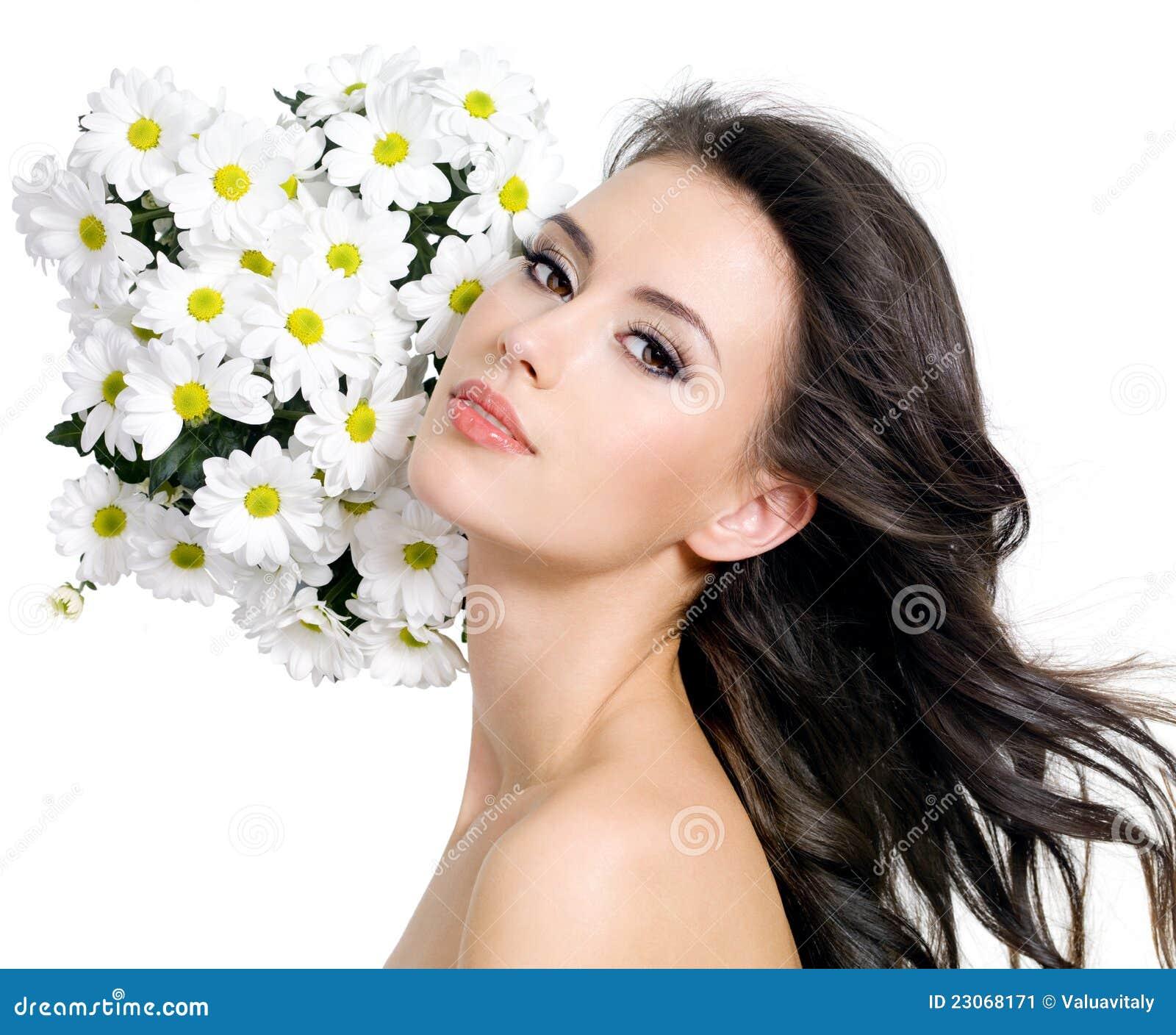 mulher-bonita-com-flores-23068171.jpg