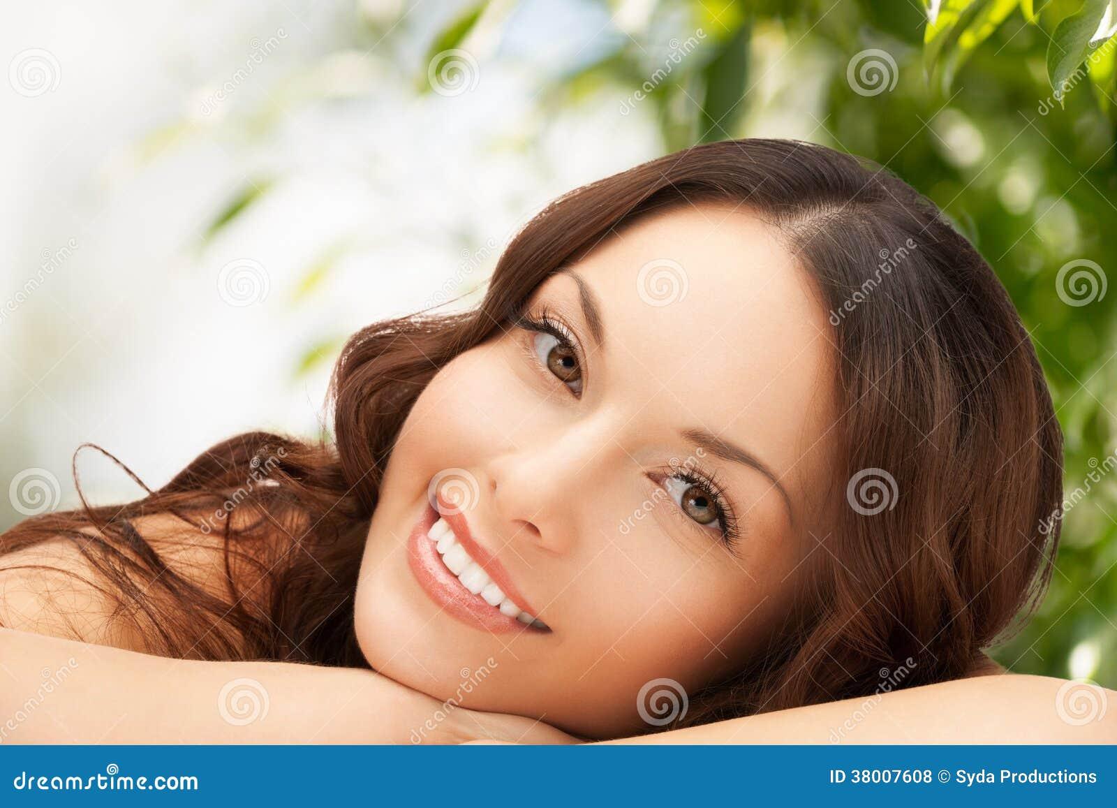 Mulher bonita na natureza