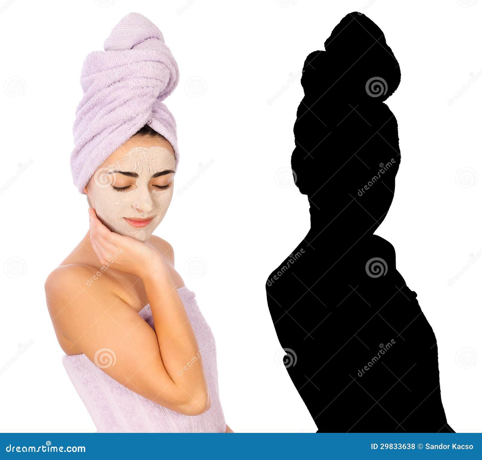 Silhueta de uma mulher na toalha