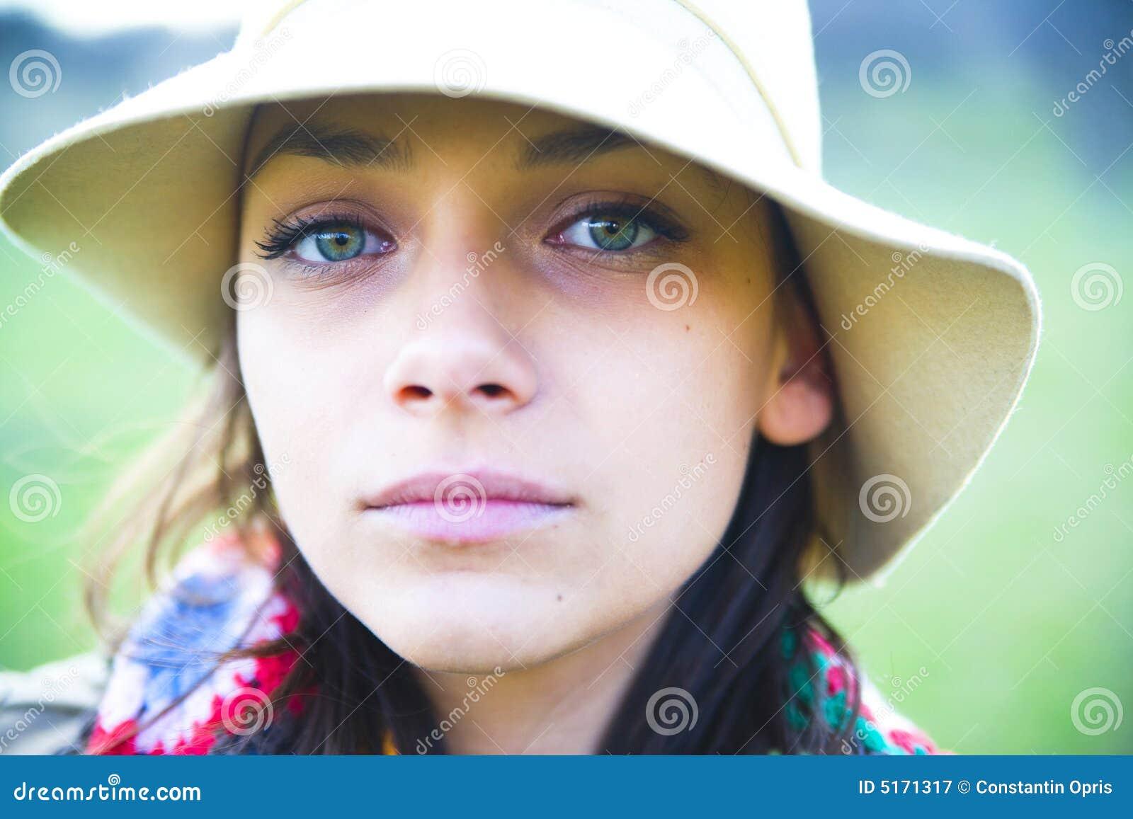 Mulher bonita no chapéu