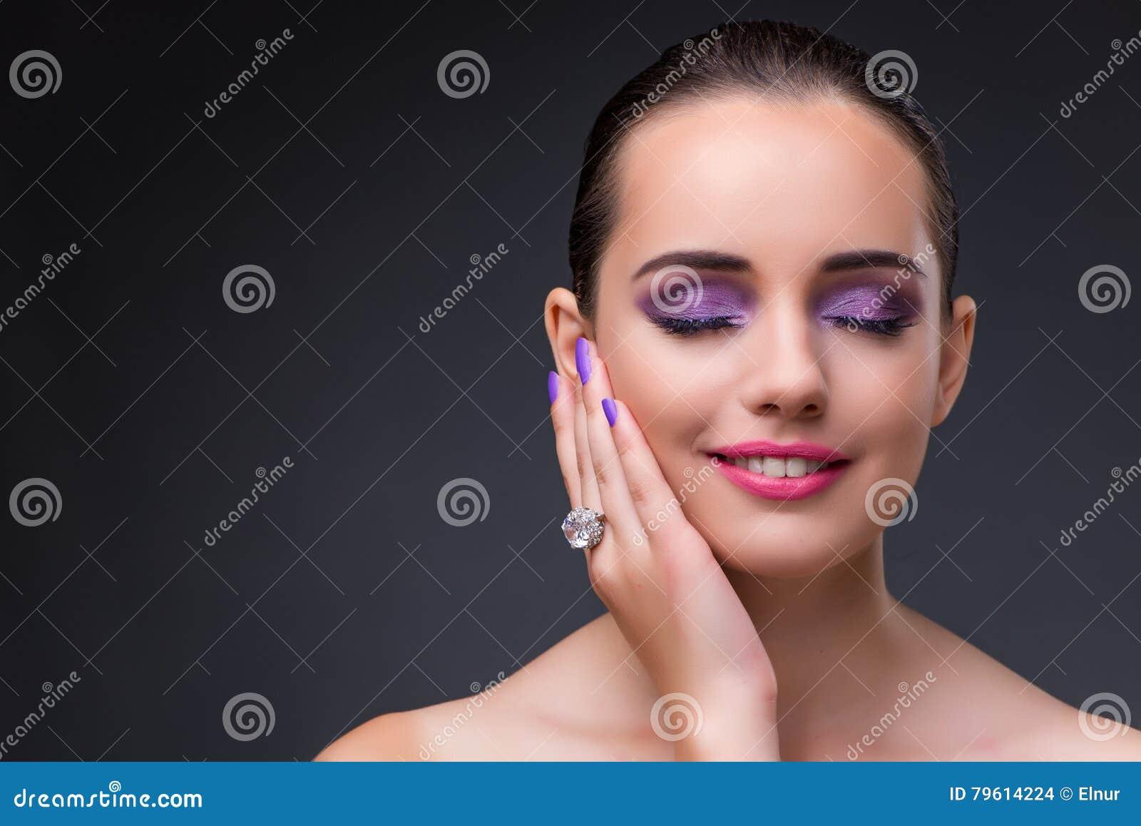 A mulher bonita no conceito da forma