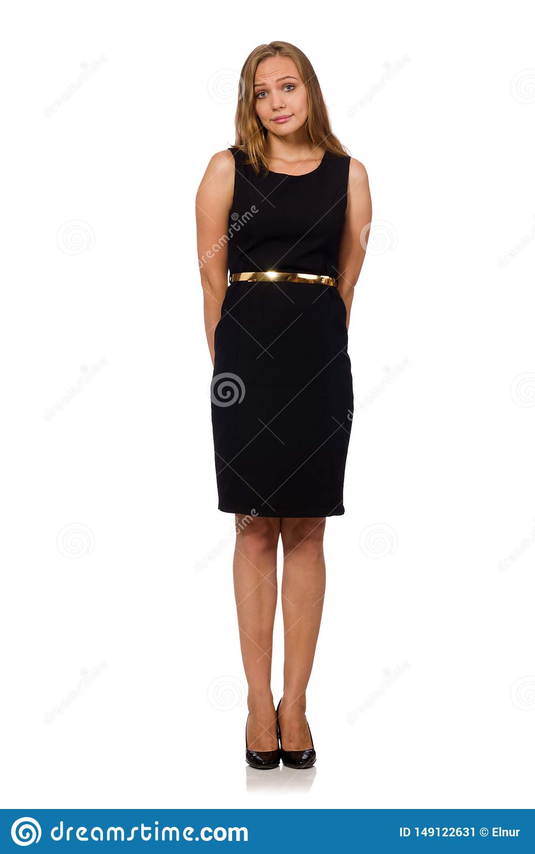 A mulher bonita no vestido preto