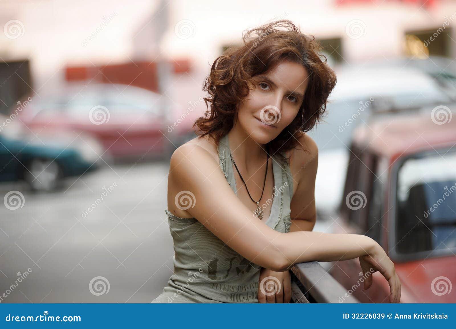 Download Mulher bonita nova imagem de stock. Imagem de olhos, denim - 32226039