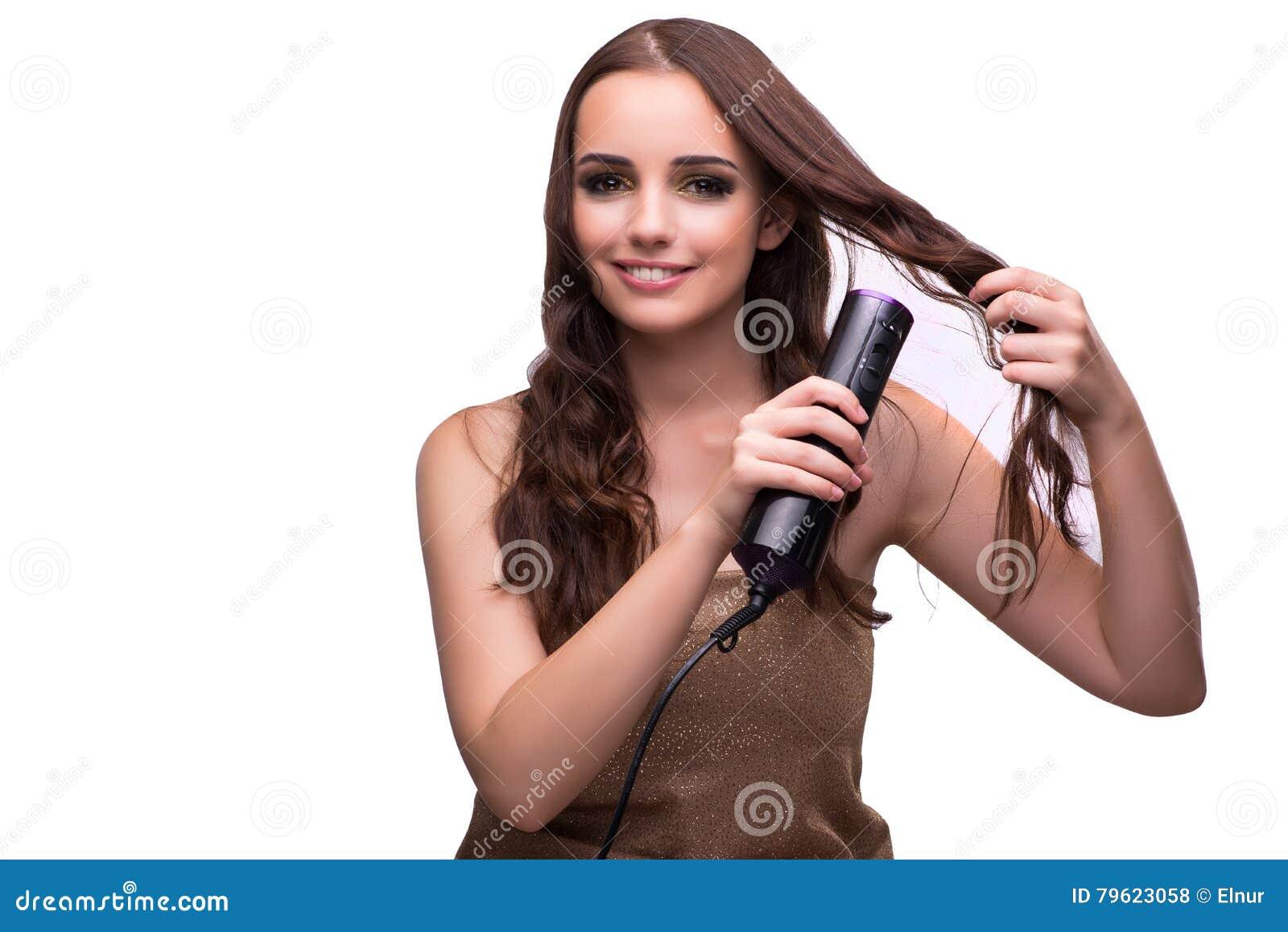 A mulher bonita nova com o secador de cabelo isolado no branco