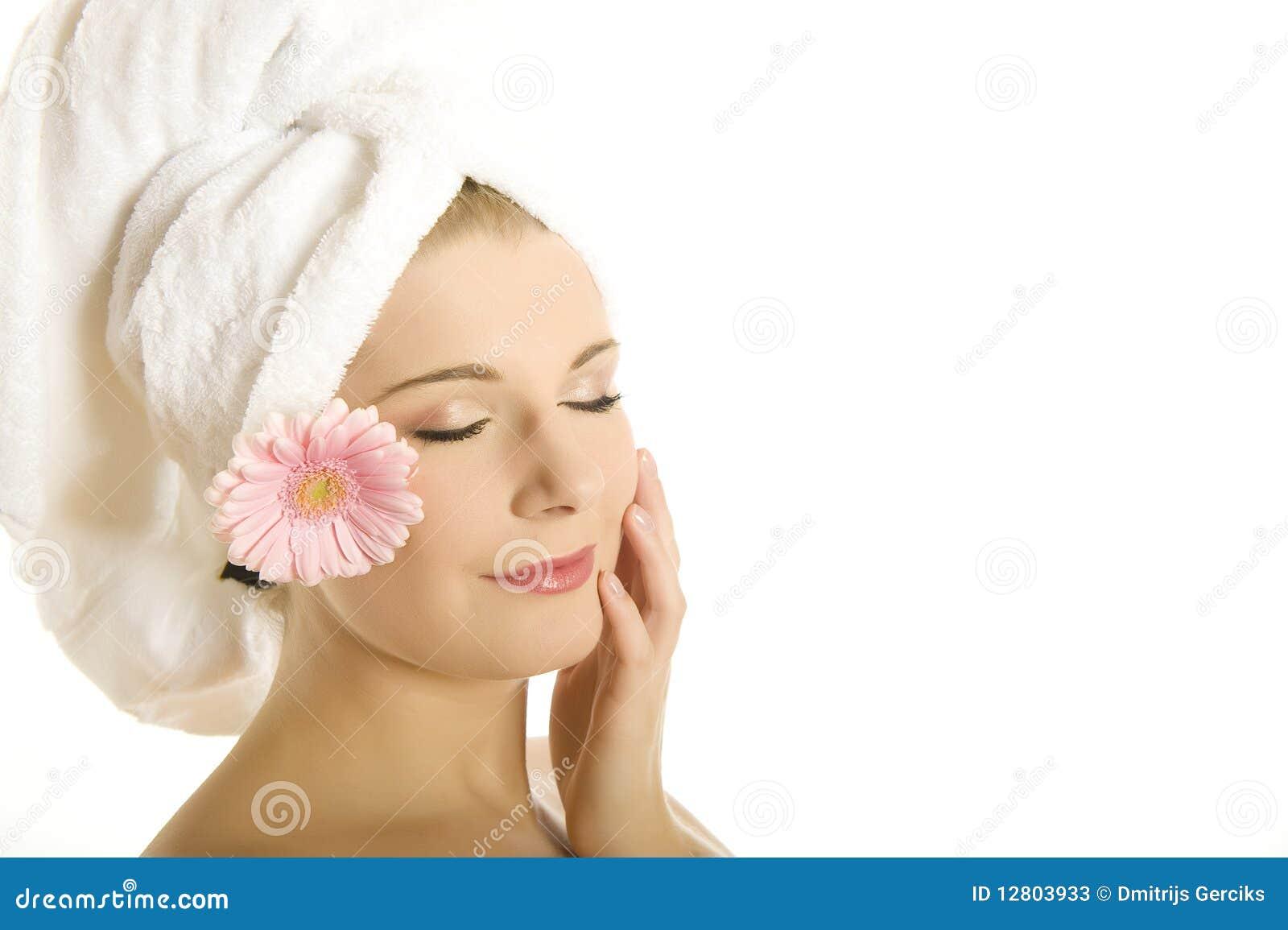 Mulher bonita nova com pele saudável