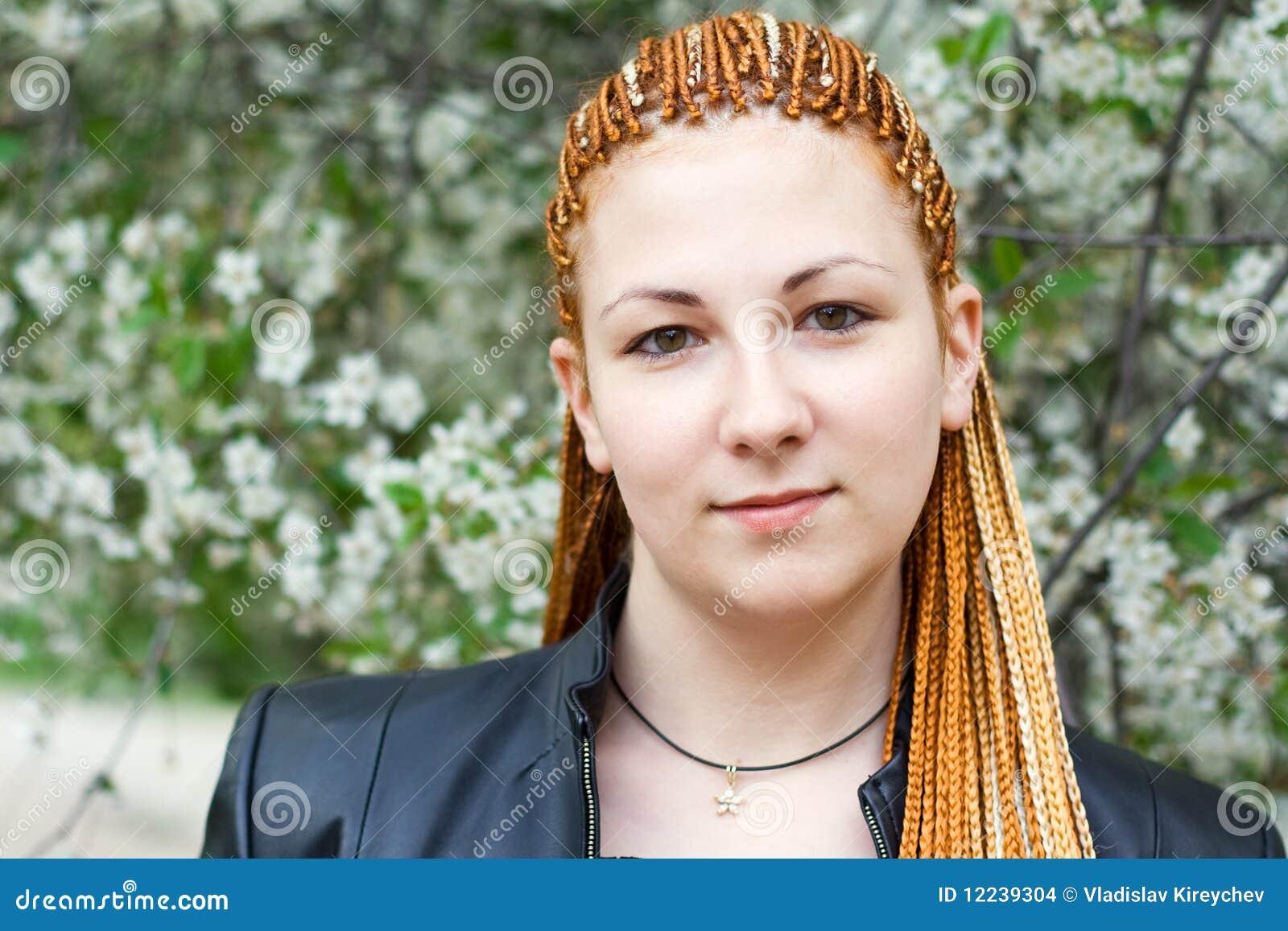 mulher-bonita-nova-com-tranças-africanas-12239304.jpg