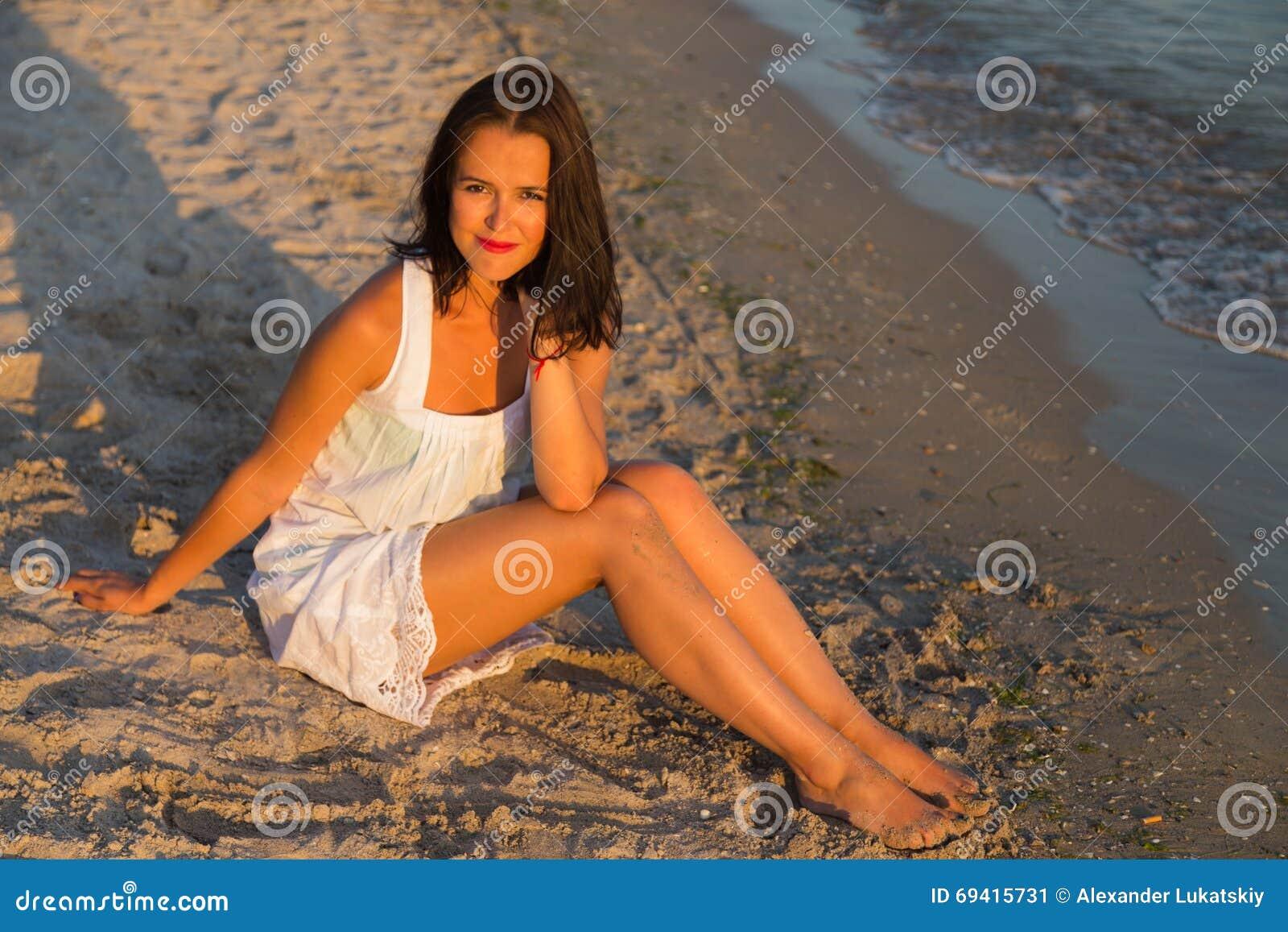 Mulher bonita nova na praia