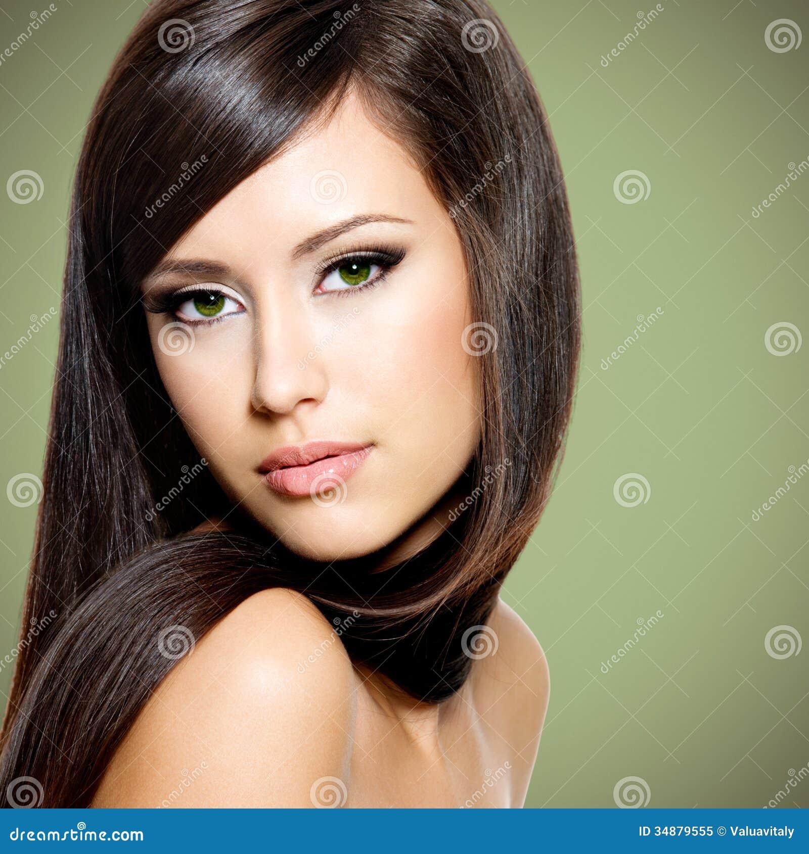 mulher-branca-bonita-com-cabelo-marrom-longo-34879555.jpg