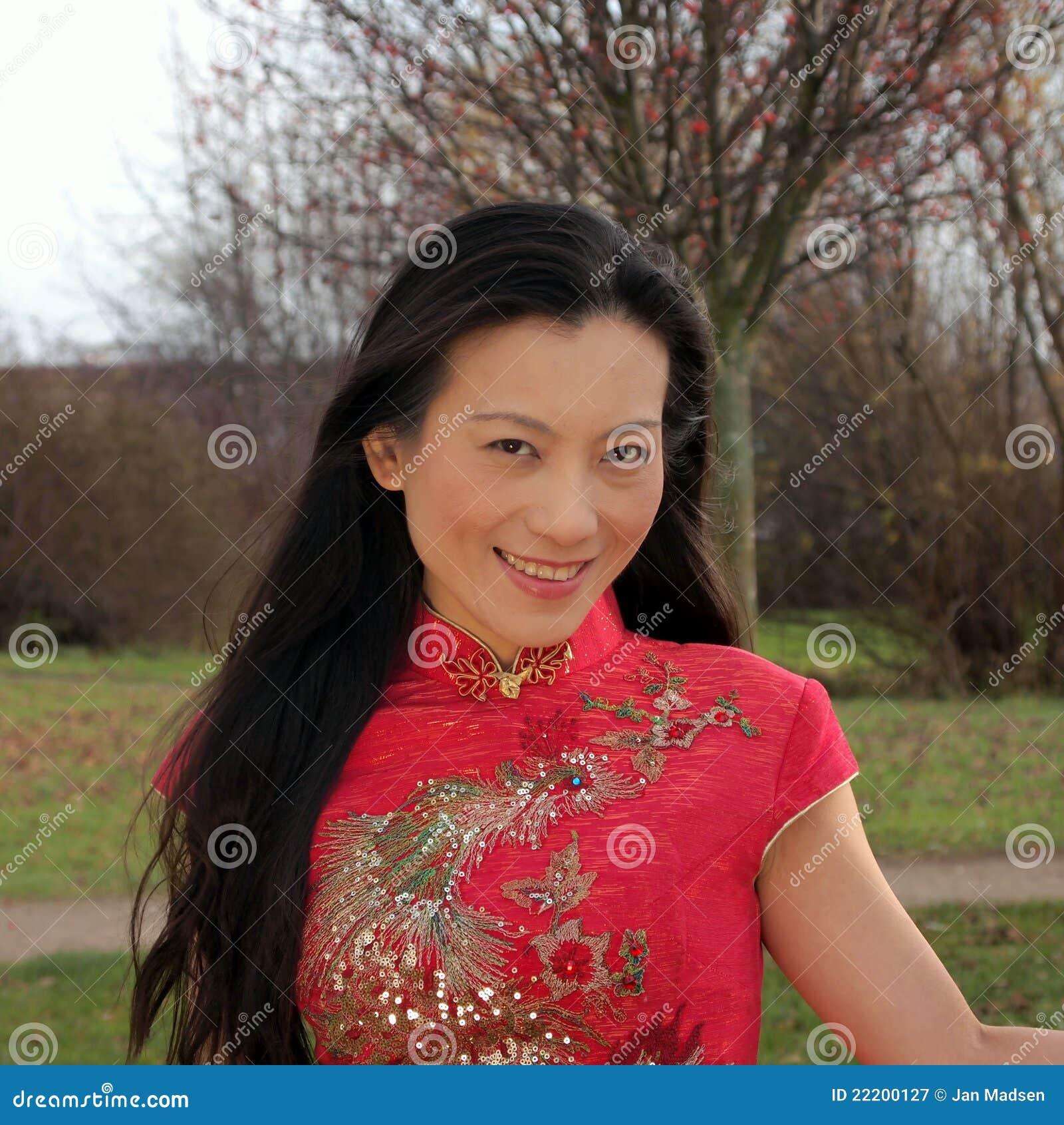 mulher-chinesa-bonita-22200127.jpg