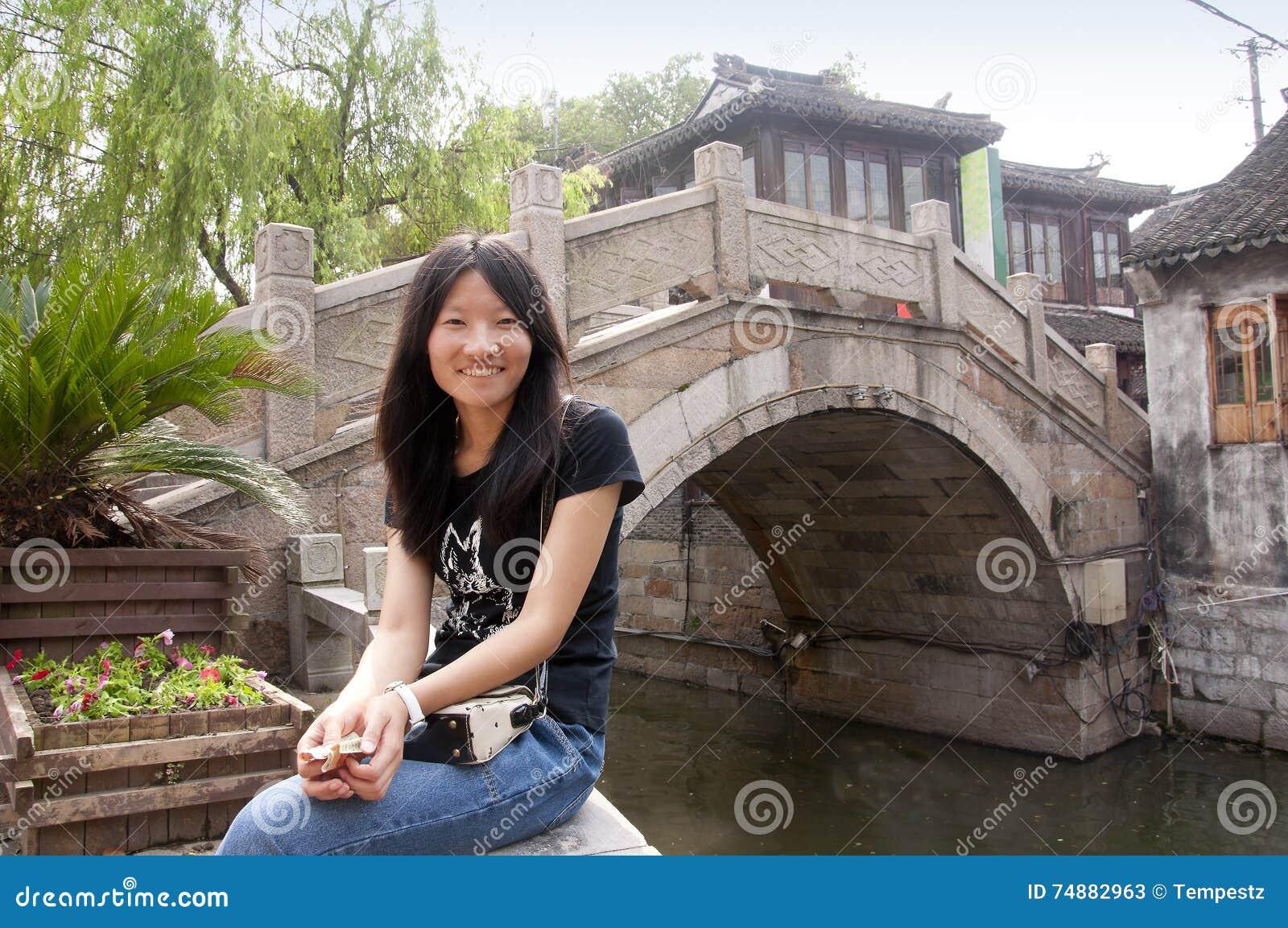 Mulher chinesa na cidade da água