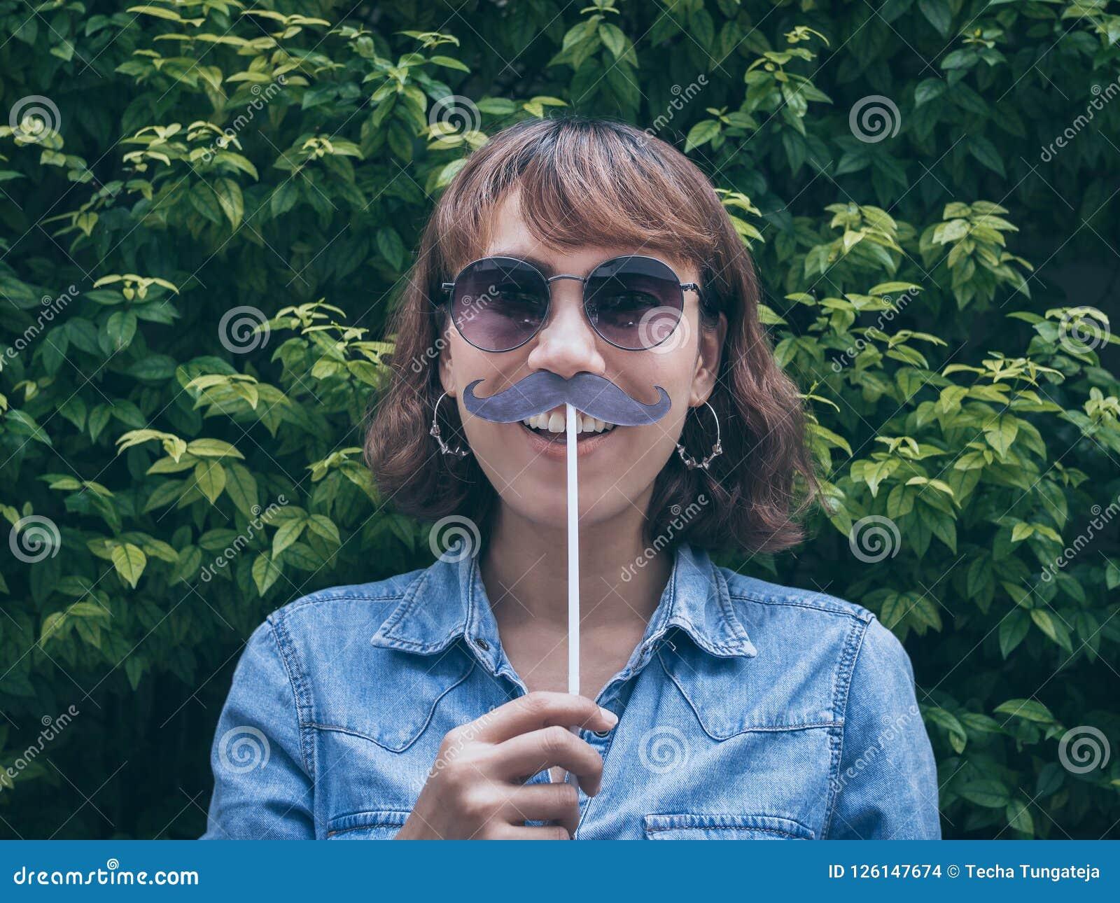 Mulher com bigode