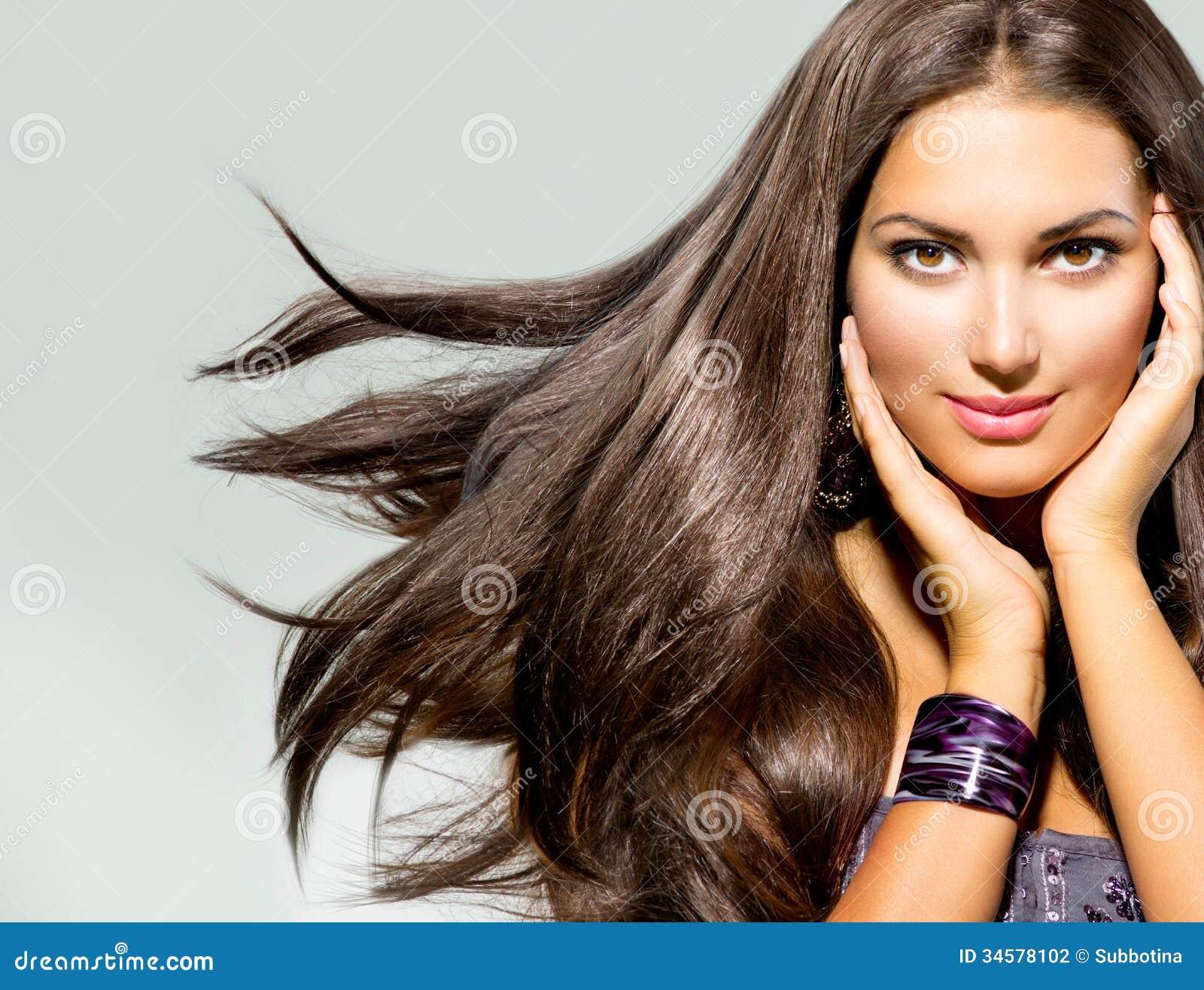 Mulher com cabelo de sopro
