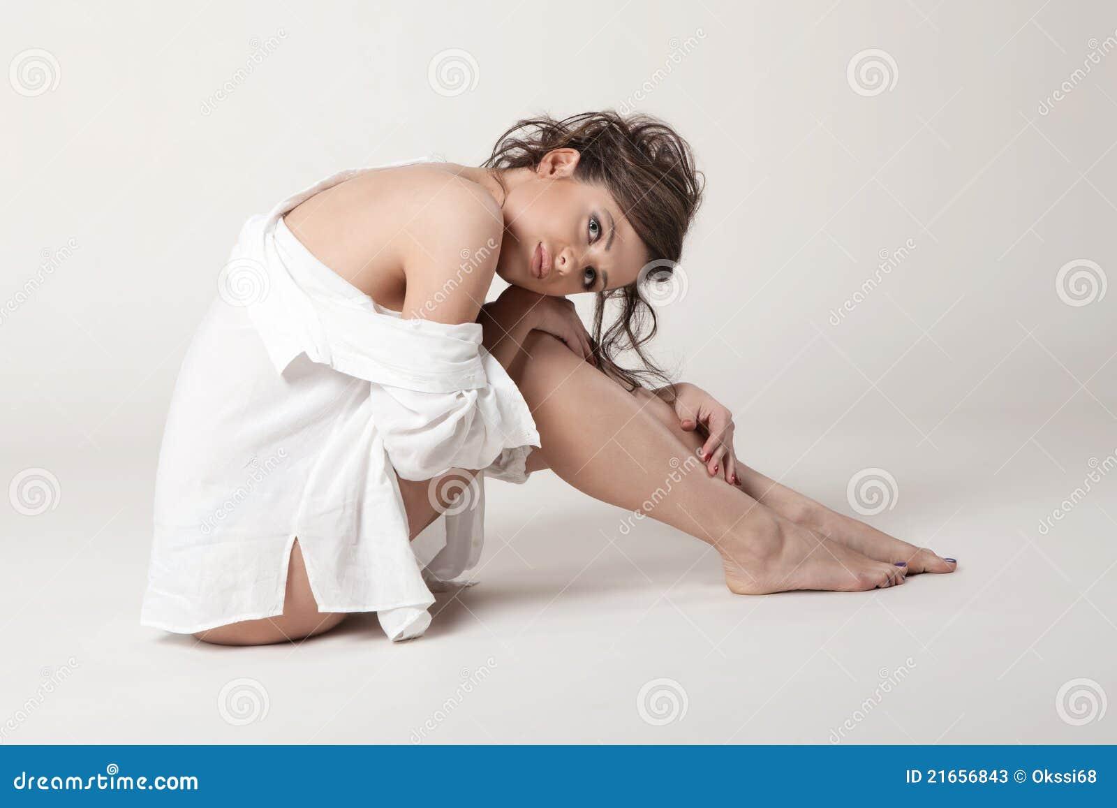 Mulher com peitos desencapados