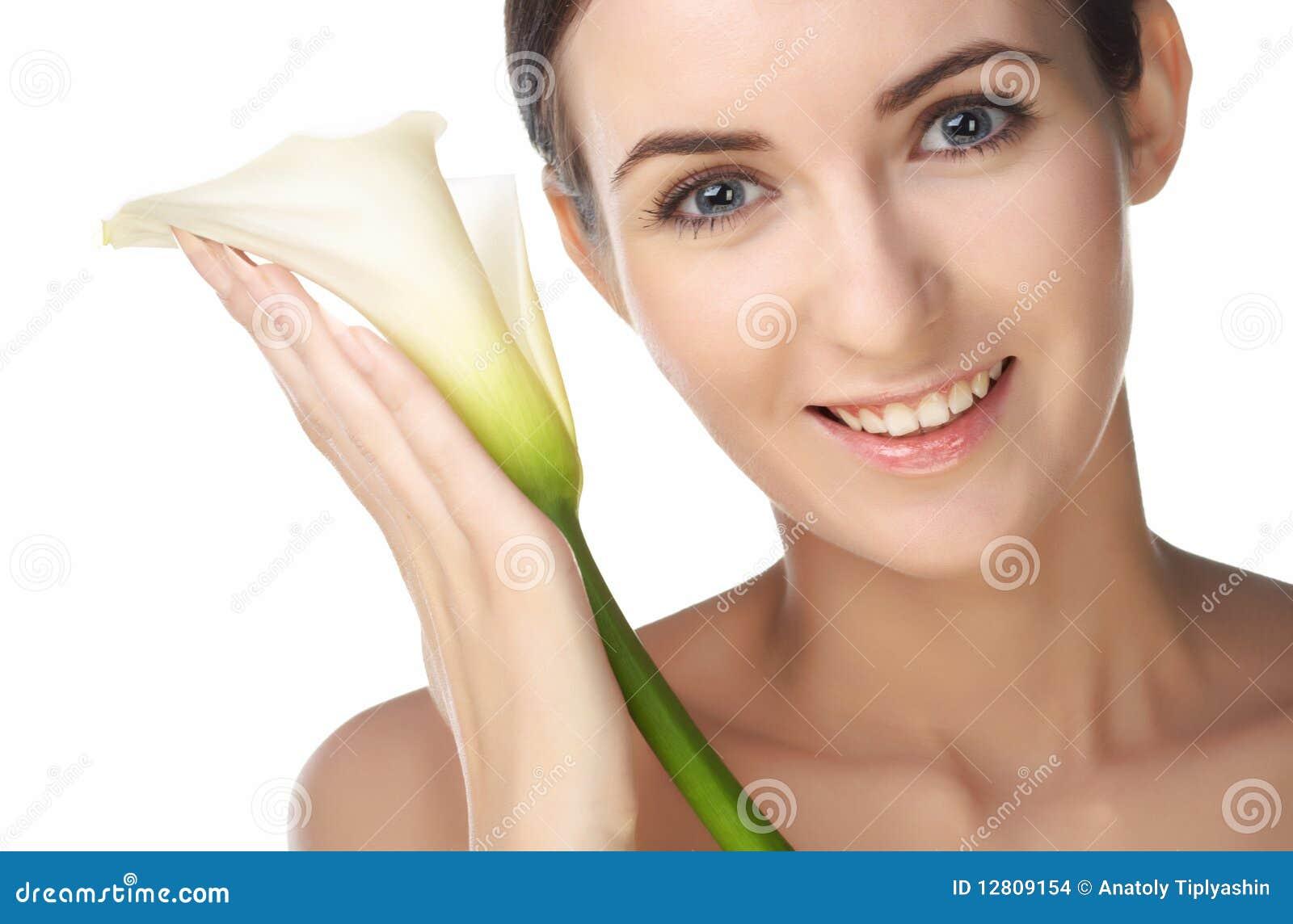 Mulher da beleza com flor