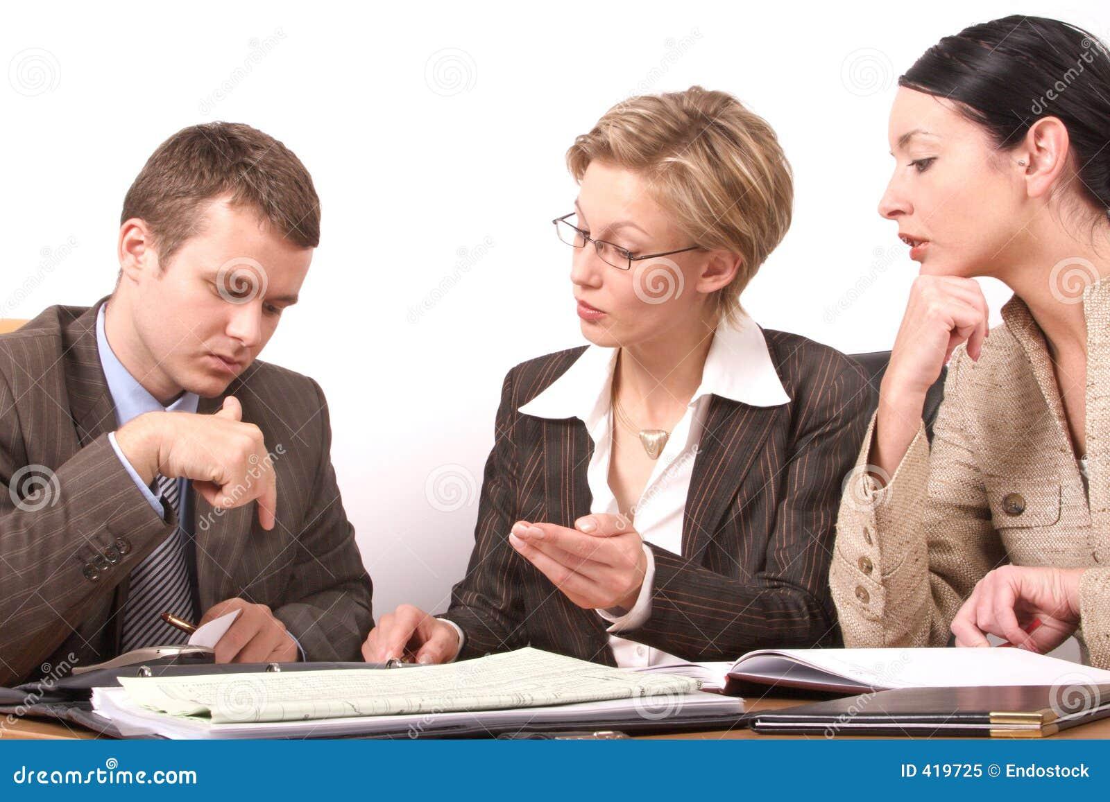 Mulher da reunião de negócio 2 - 2, 1 homem