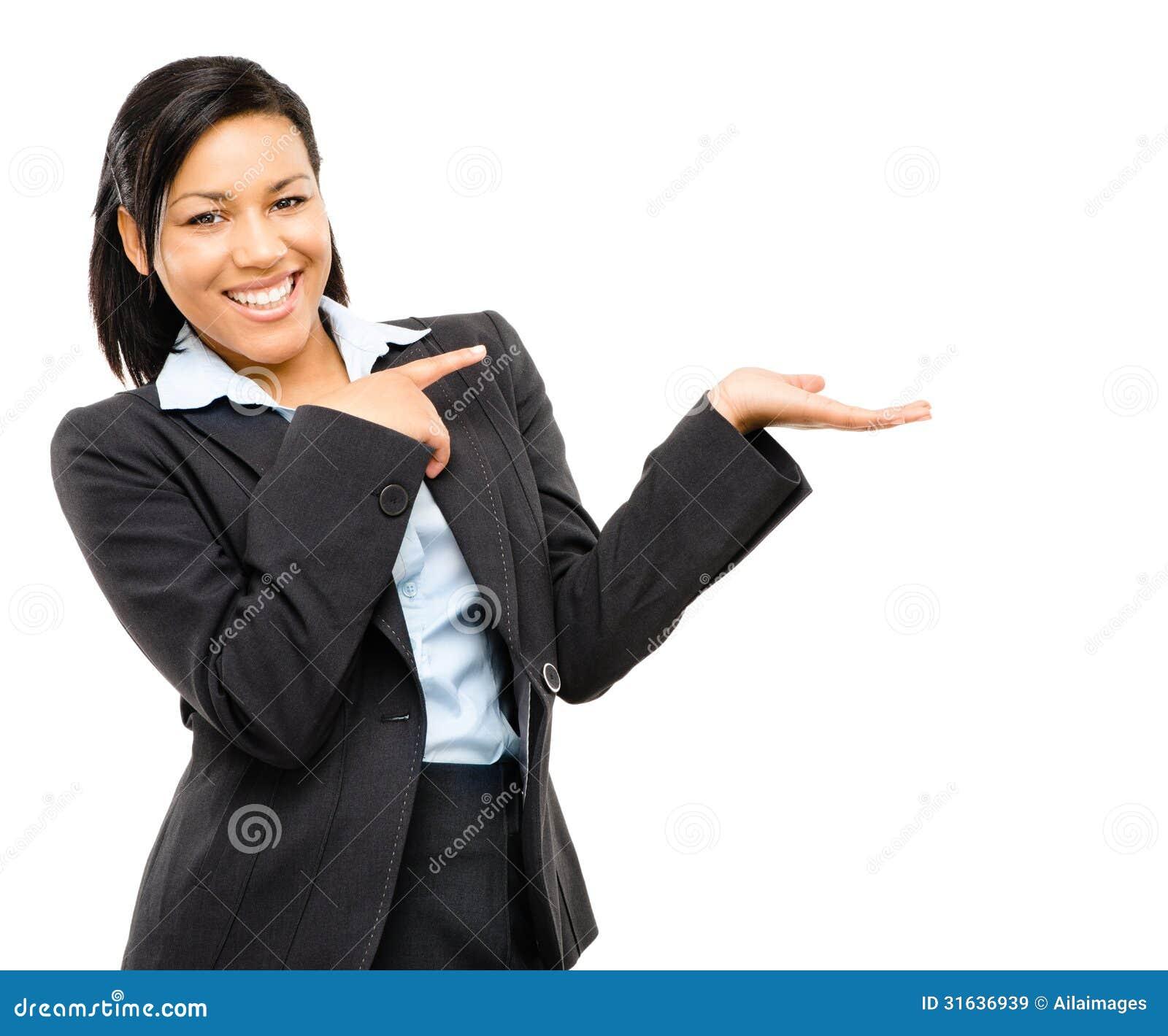 Mulher de negócio feliz da raça misturada que aponta no iso vazio do espaço da cópia