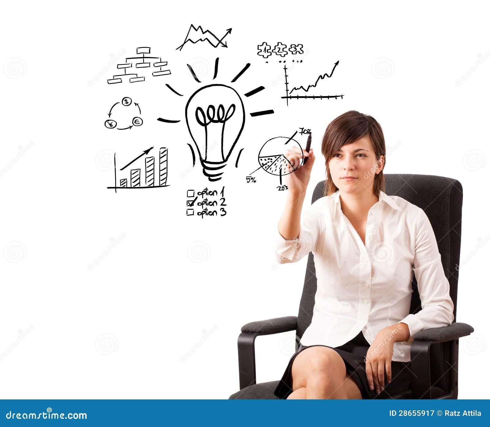 Mulher de negócio nova desenhando a ampola com os vários diagramas