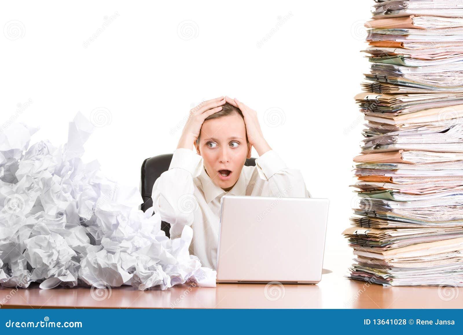 Mulher de negócios com documento