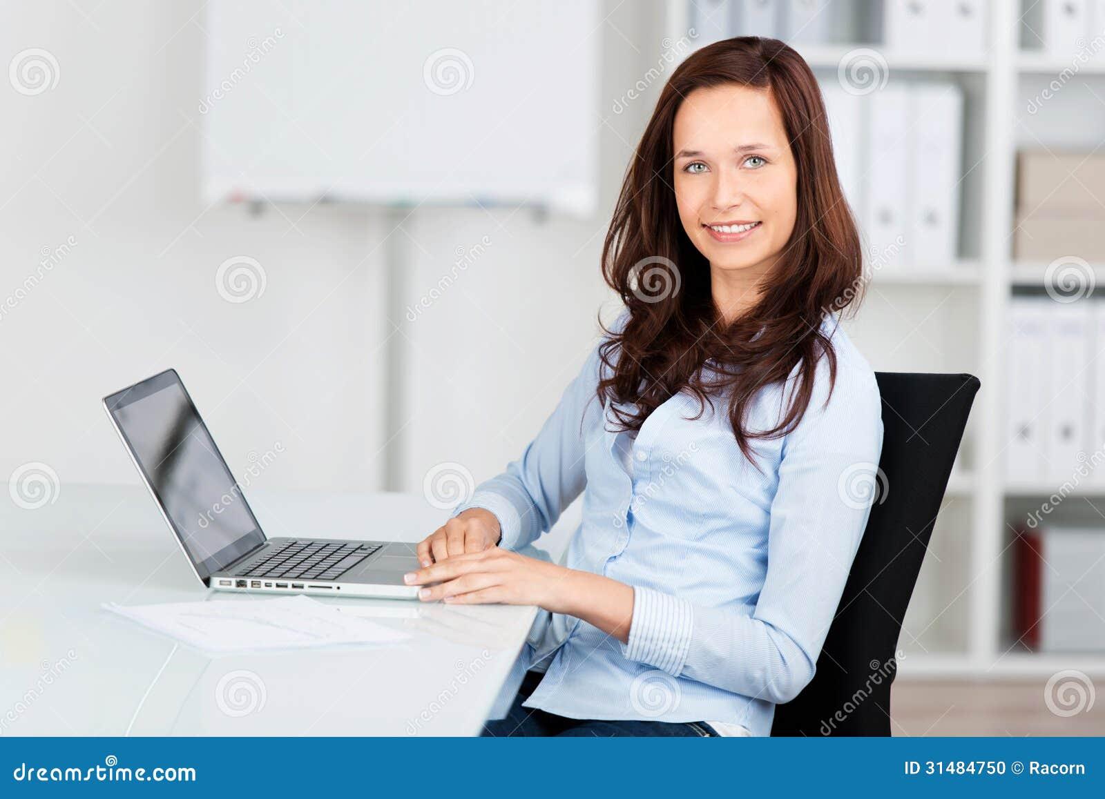 Mulher de negócios de sorriso