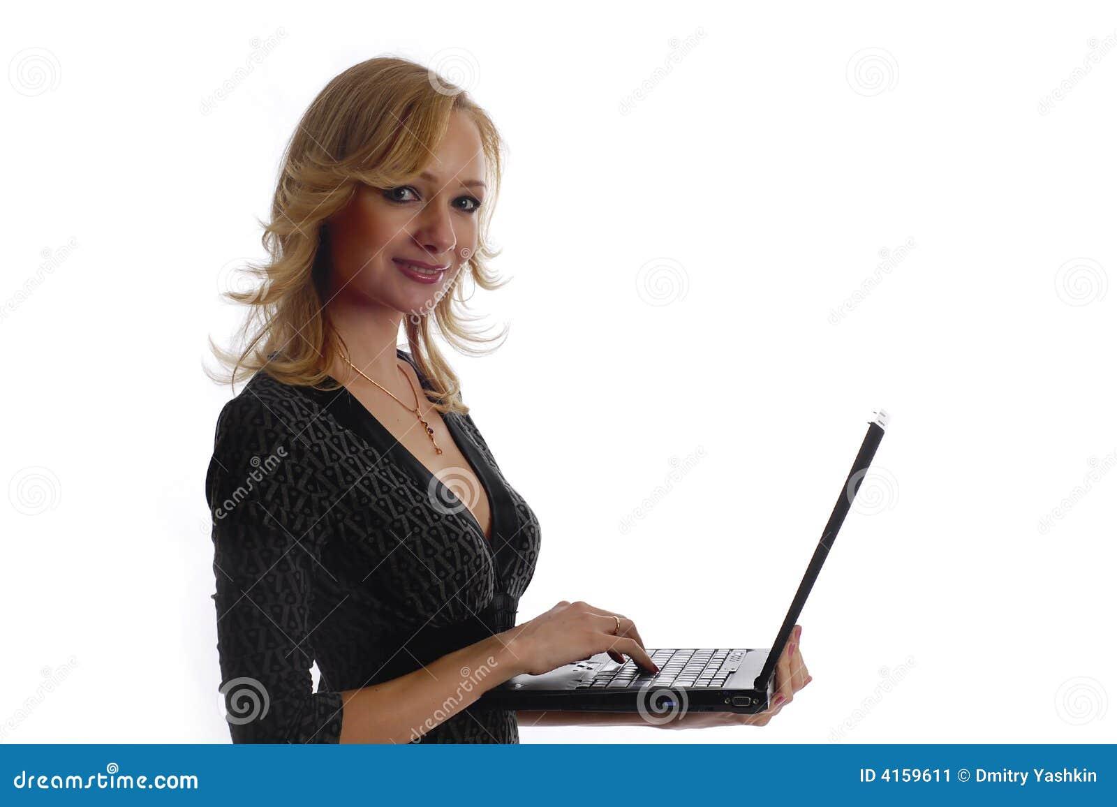 Mulher de negócios do sorriso com portátil